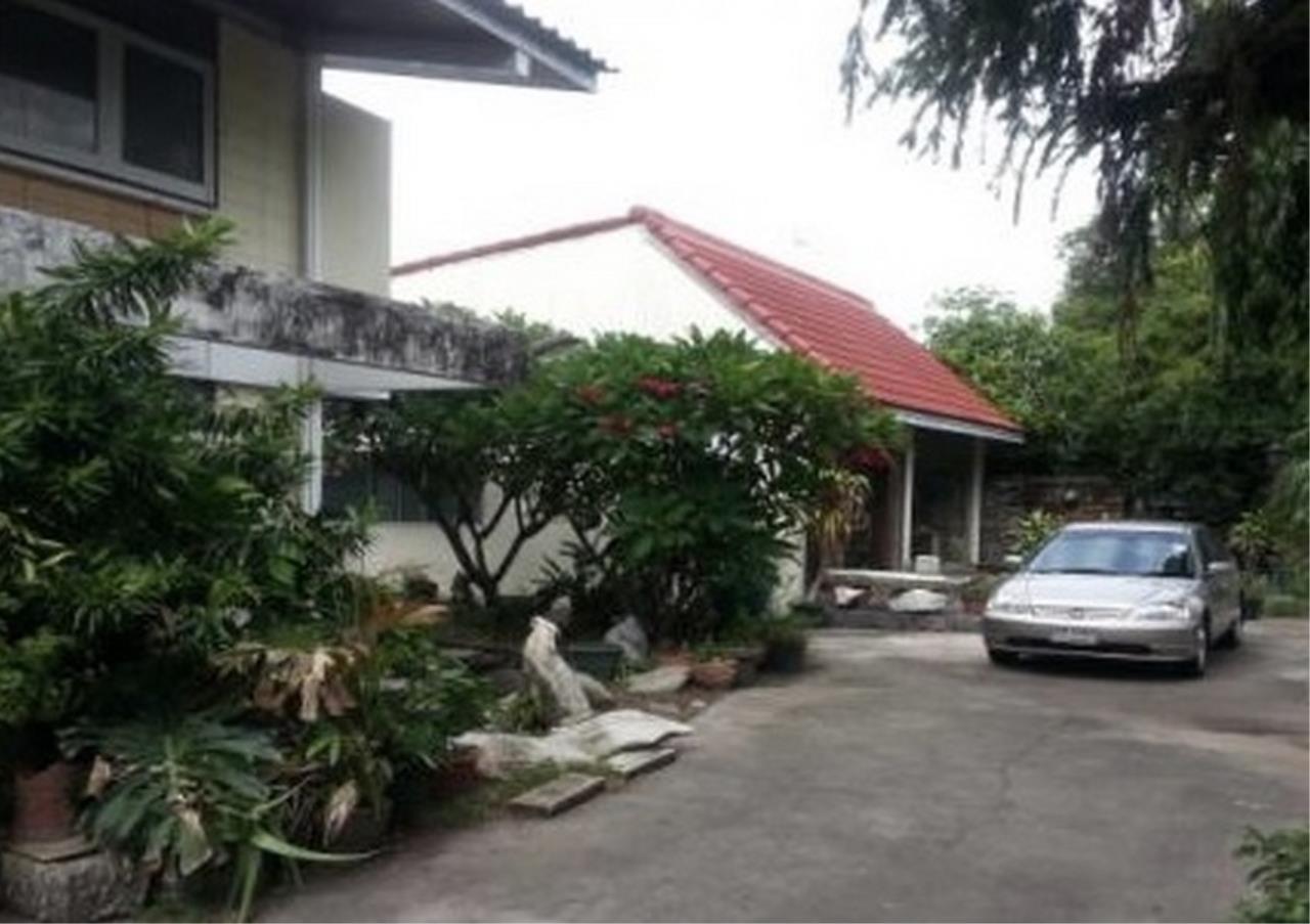 Bangkok Residential Agency's 4 Bed Single House For Sale in Ramkamhaeng BR8266SH 1