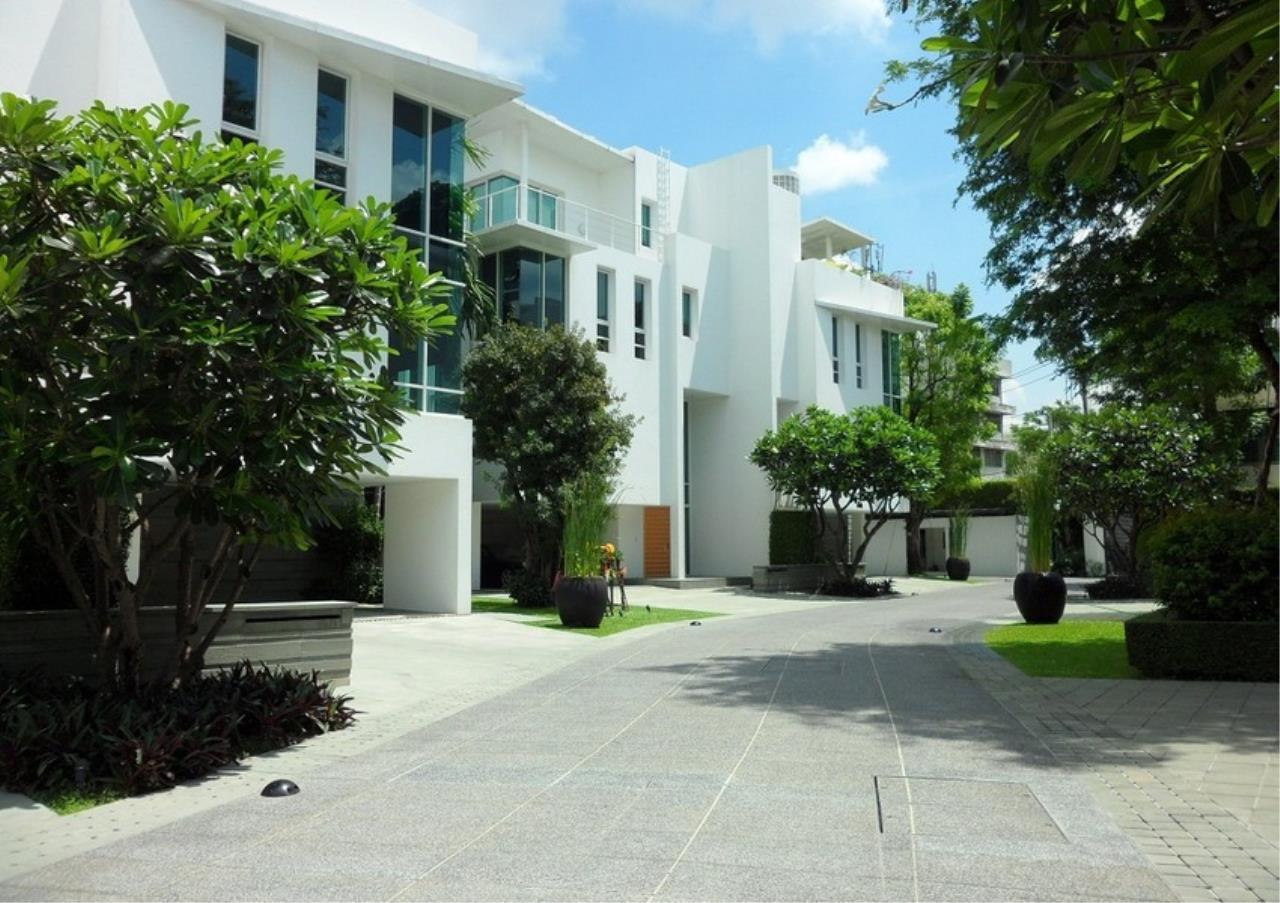 Bangkok Residential Agency's 5 Bed Single House in Compound For Rent in Sathorn BR8276SH 2