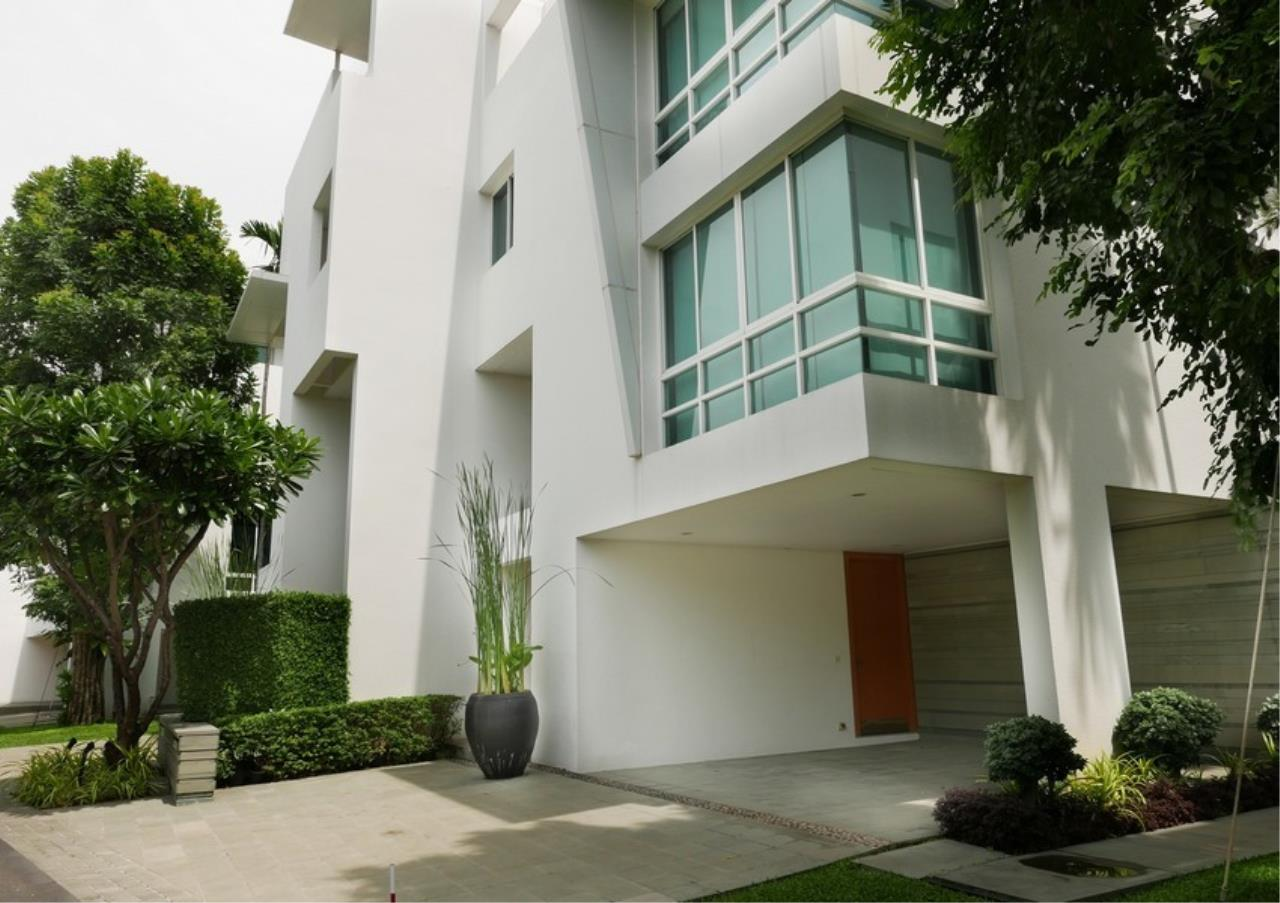 Bangkok Residential Agency's 5 Bed Single House in Compound For Rent in Sathorn BR8276SH 1