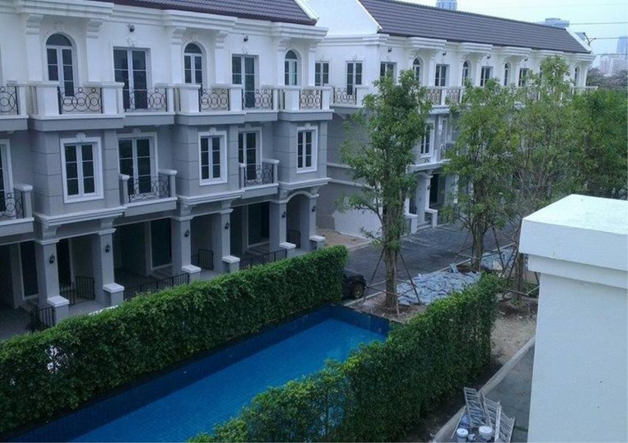 Bangkok Residential Agency's 3 Bed Townhouse in Compound For Sale in Asoke BR8621TH 7