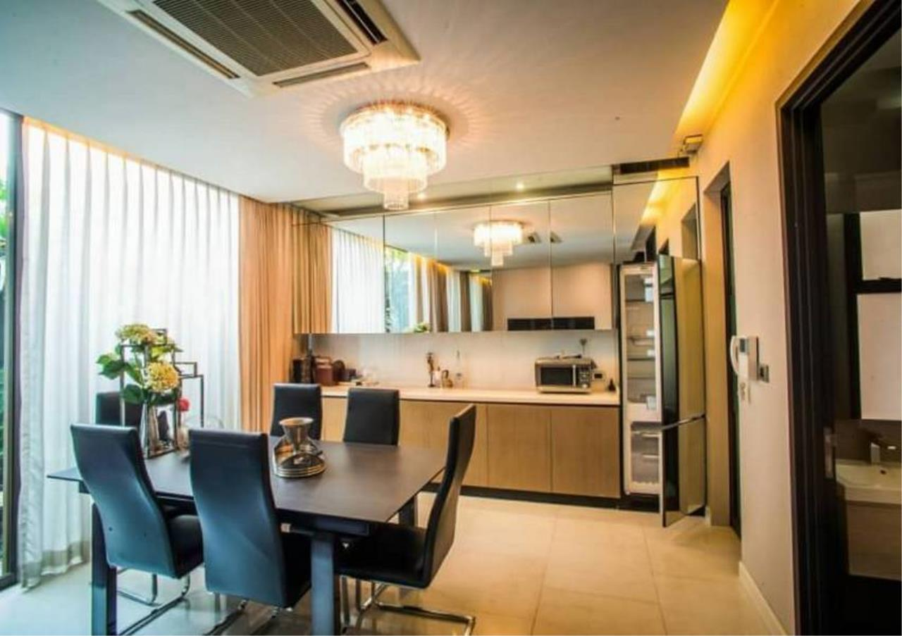 Bangkok Residential Agency's 4 Bed Townhouse in Compound For Rent in Ekkamai BR8624TH 2