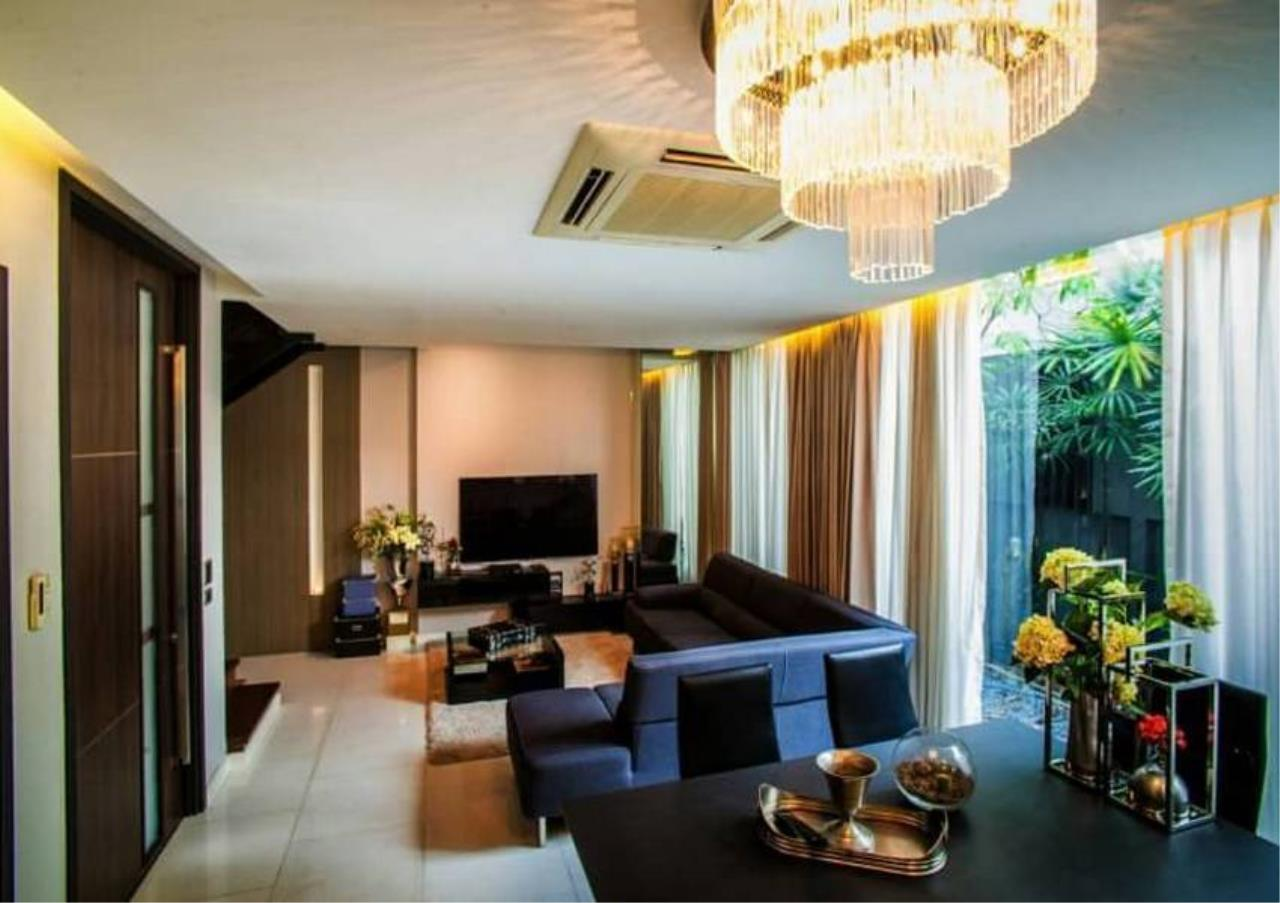 Bangkok Residential Agency's 4 Bed Townhouse in Compound For Rent in Ekkamai BR8624TH 3