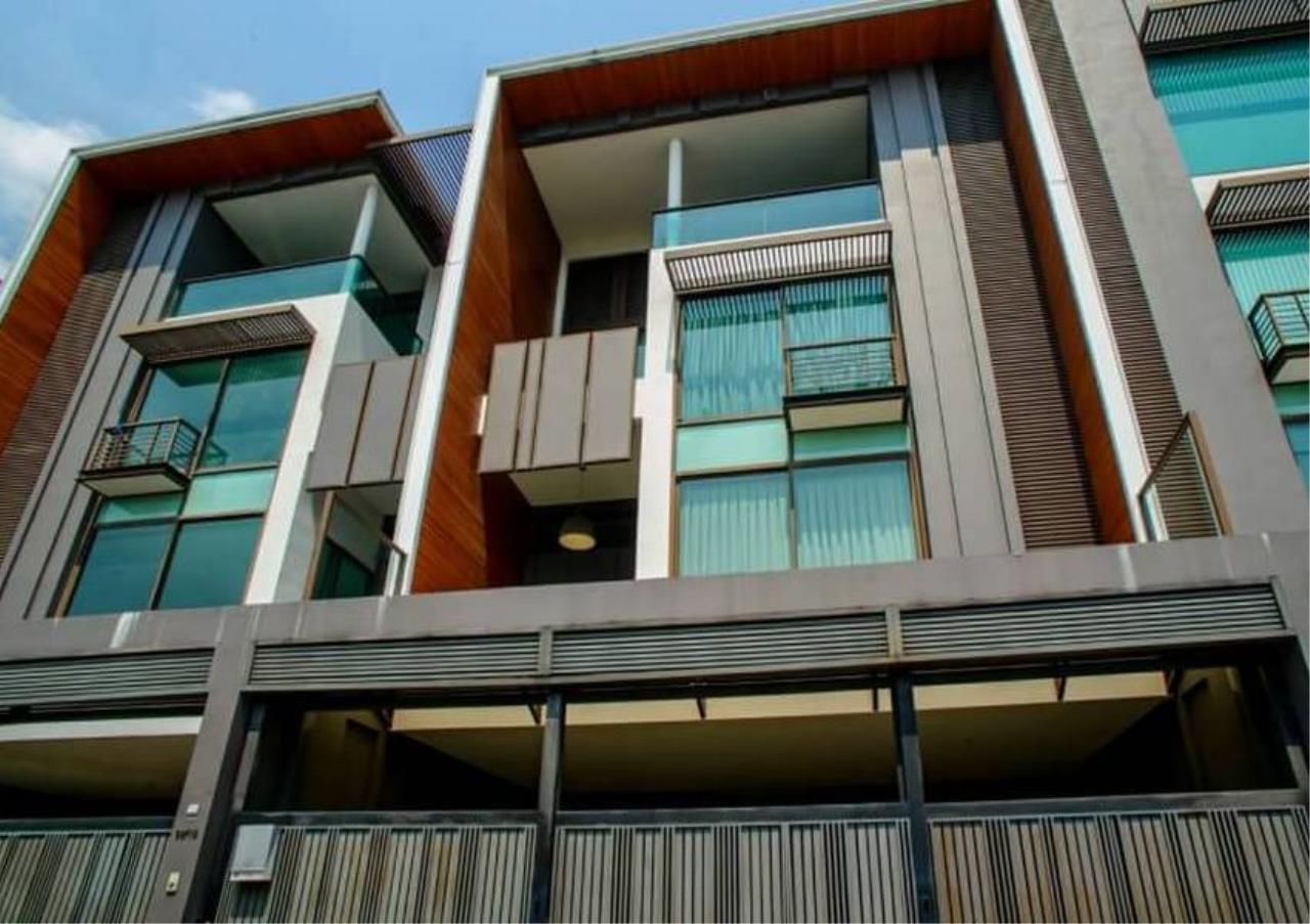 Bangkok Residential Agency's 4 Bed Townhouse in Compound For Rent in Ekkamai BR8624TH 11