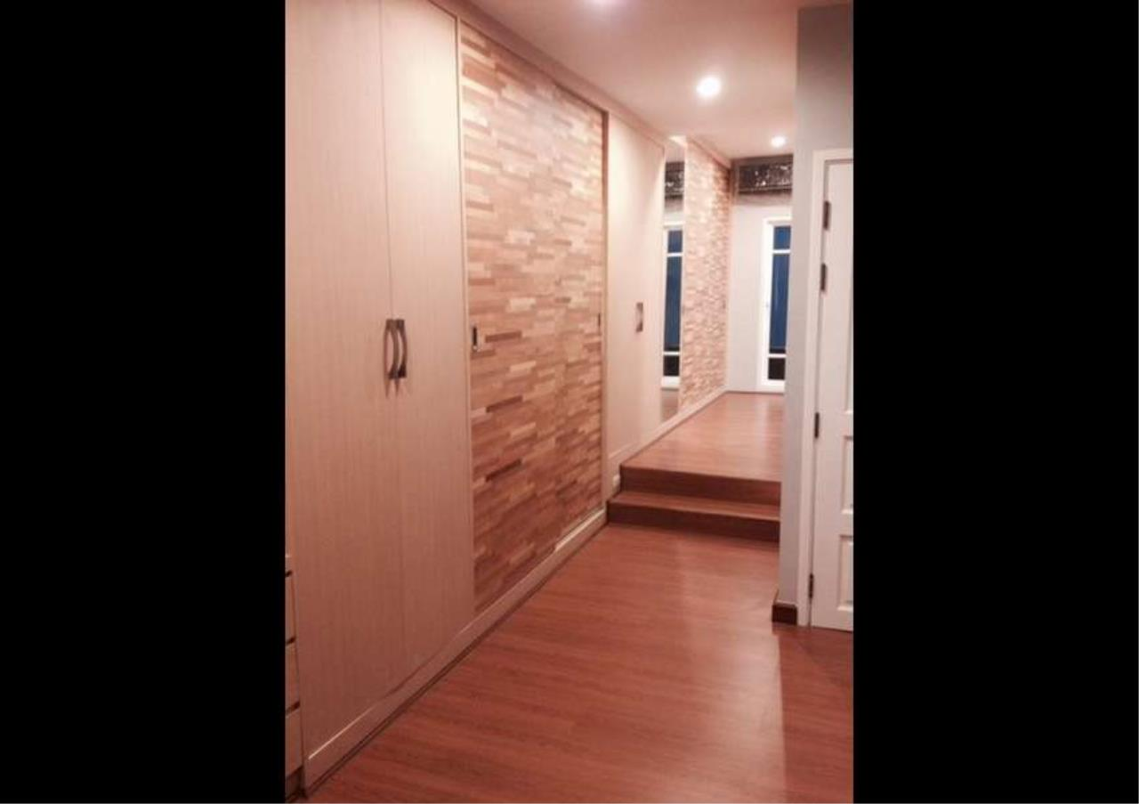 Bangkok Residential Agency's 3 Bed Townhouse in Compound For Rent in Silom BR8632TH 9