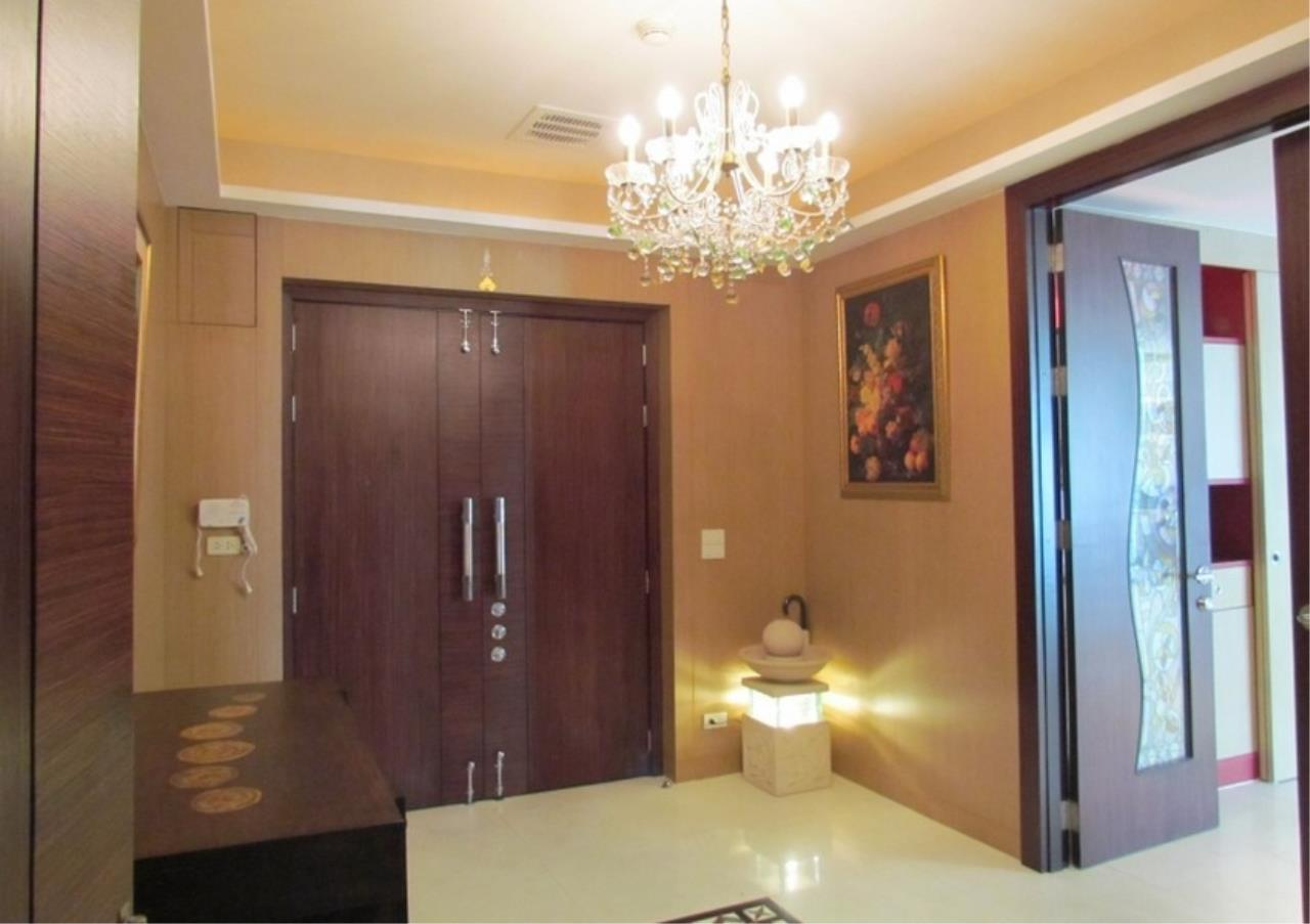 Bangkok Residential Agency's 5 Bed Condo For Sale Near Riverside BR9060CD 8