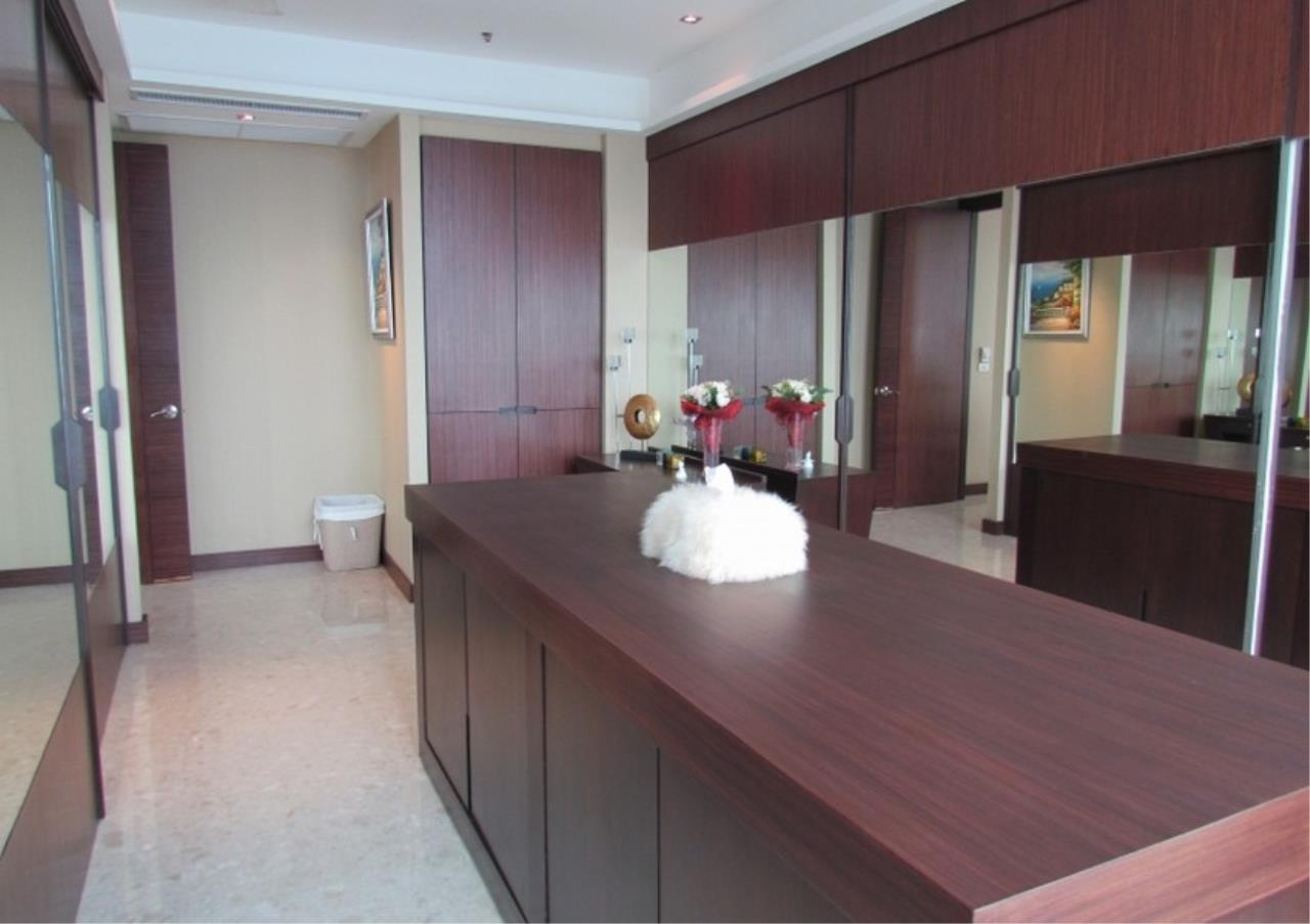 Bangkok Residential Agency's 5 Bed Condo For Sale Near Riverside BR9060CD 10