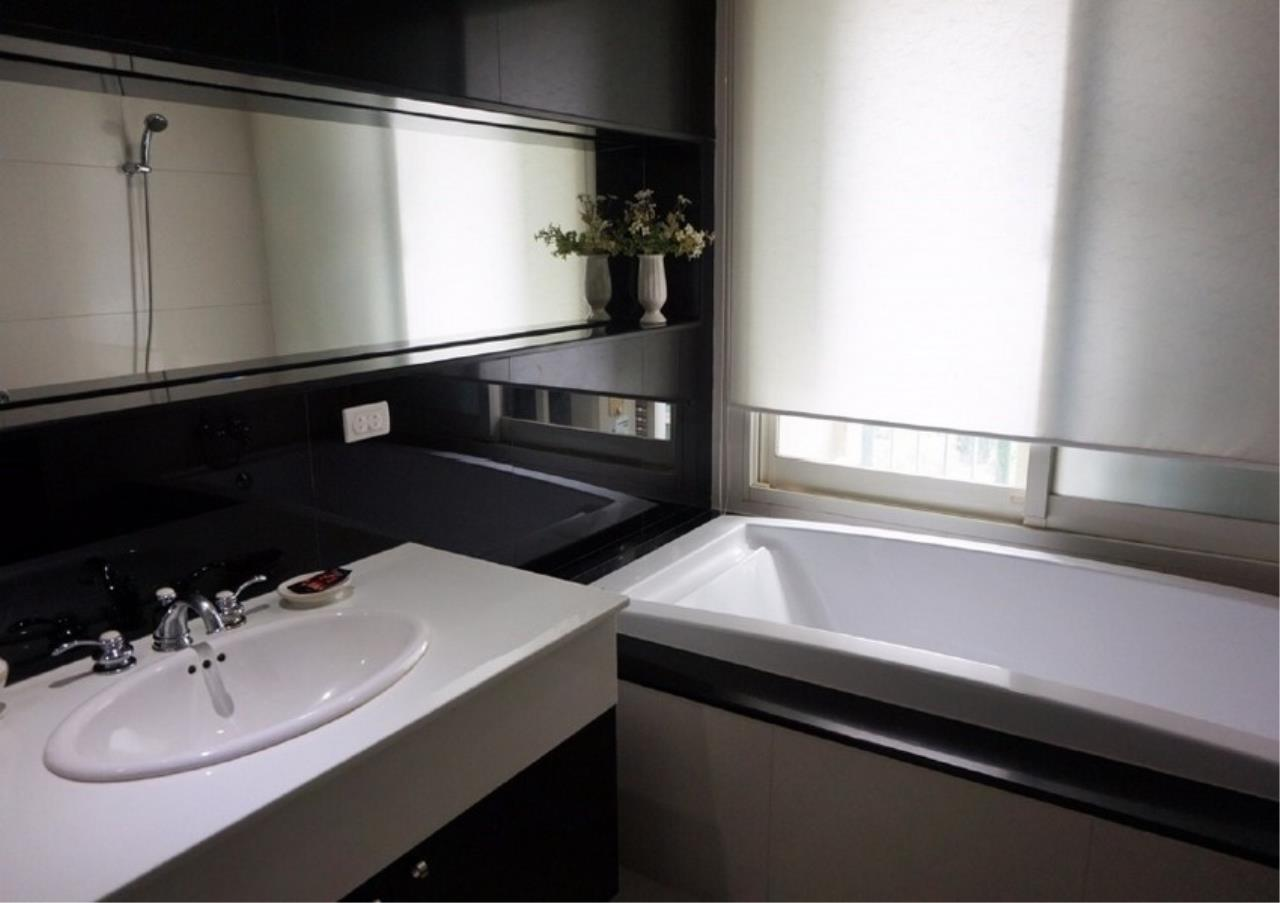 Bangkok Residential Agency's 2 Bed Condo For Rent in Chidlom BR9128CD 6