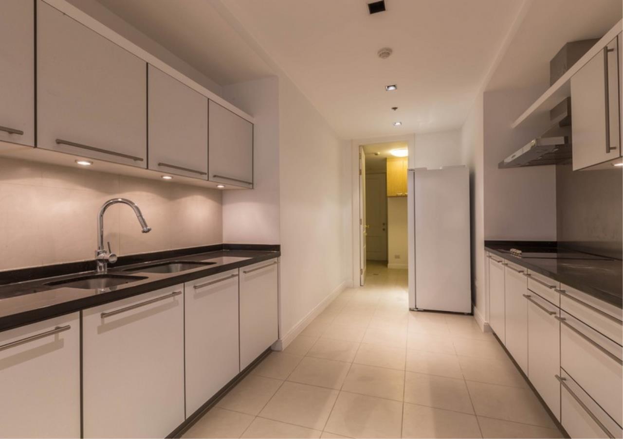 Bangkok Residential Agency's 3 Bed Condo For Rent in Phloen Chit BR9629CD 6