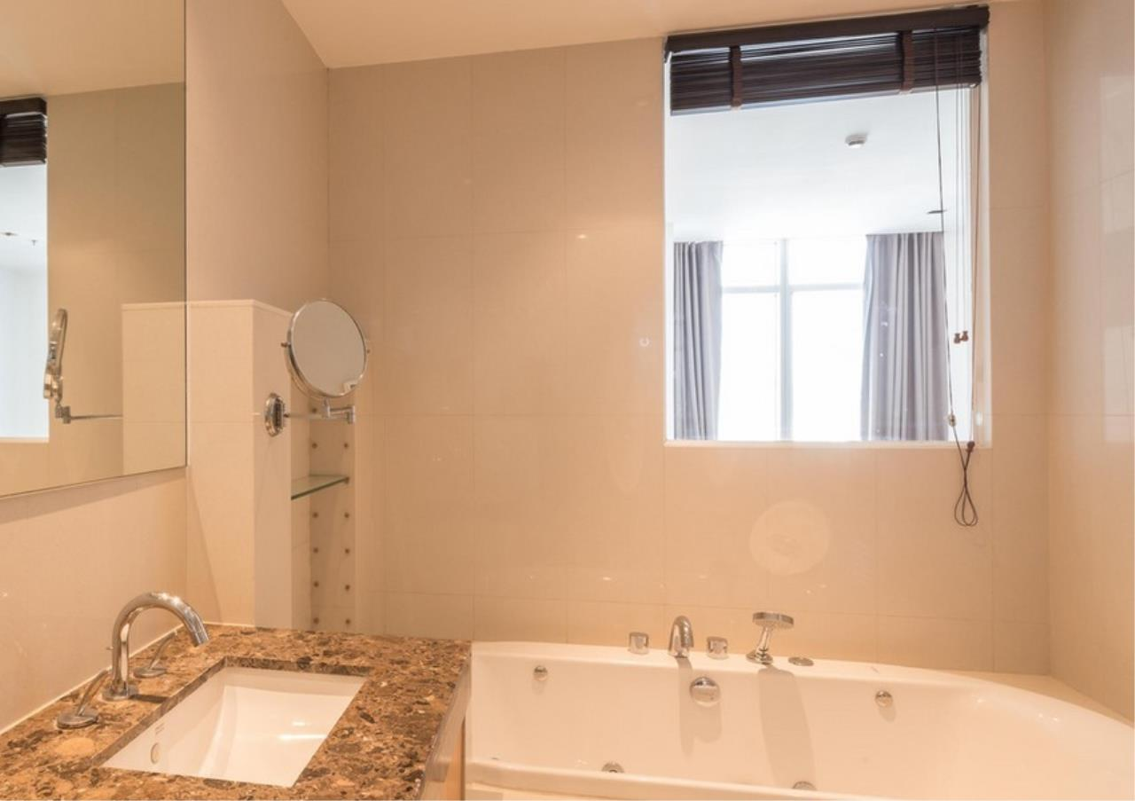 Bangkok Residential Agency's 3 Bed Condo For Rent in Phloen Chit BR9629CD 13