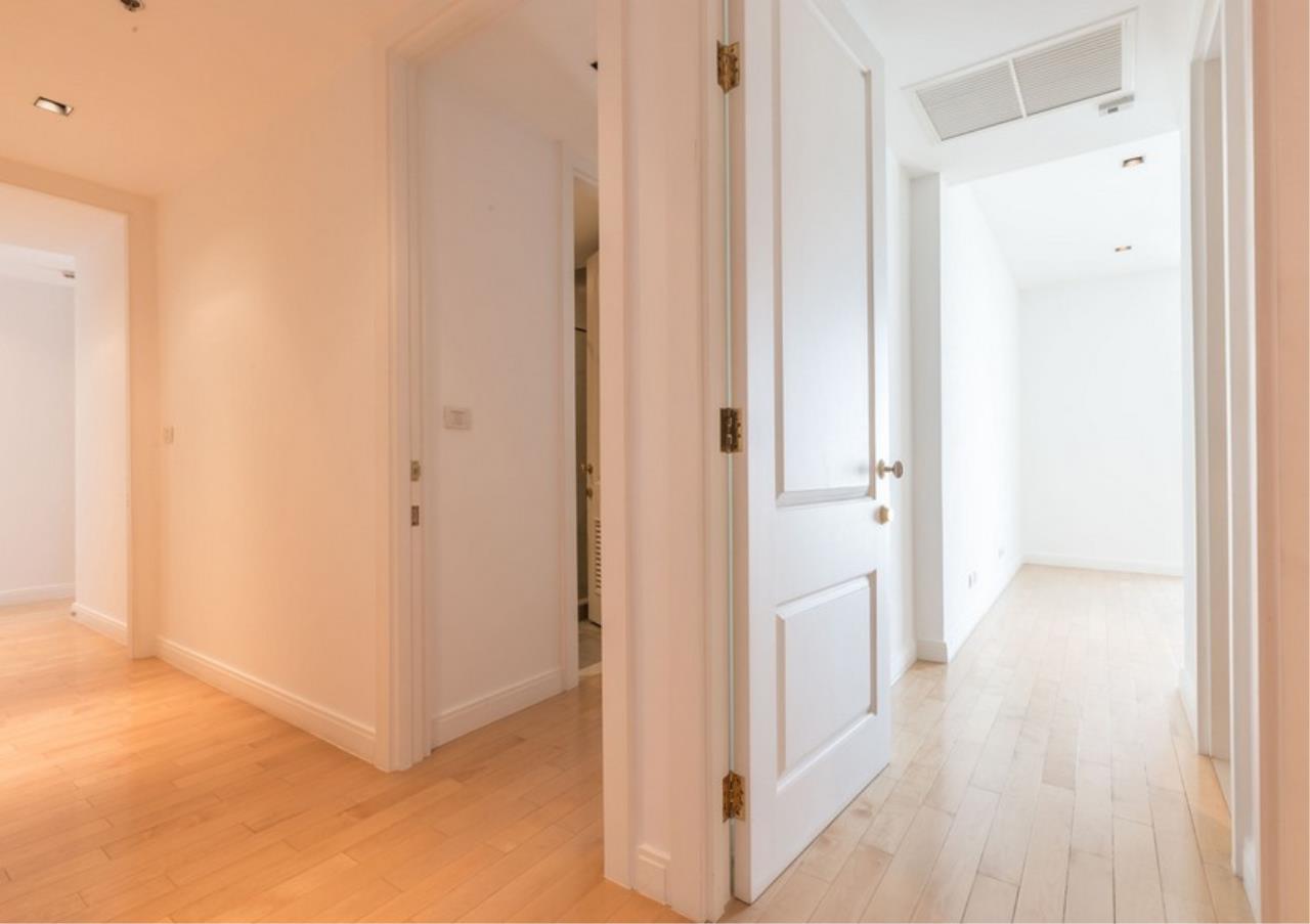 Bangkok Residential Agency's 3 Bed Condo For Rent in Phloen Chit BR9629CD 12