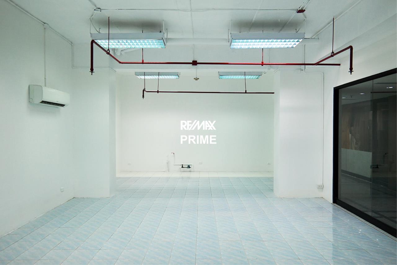 RE/MAX PRIME Agency's Retail / Office Space for Rent Sukhumvit Suite 3