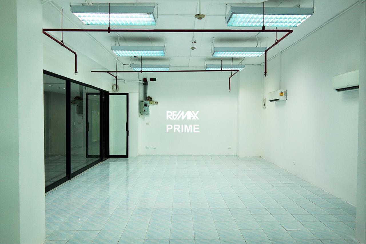 RE/MAX PRIME Agency's Retail / Office Space for Rent Sukhumvit Suite 4