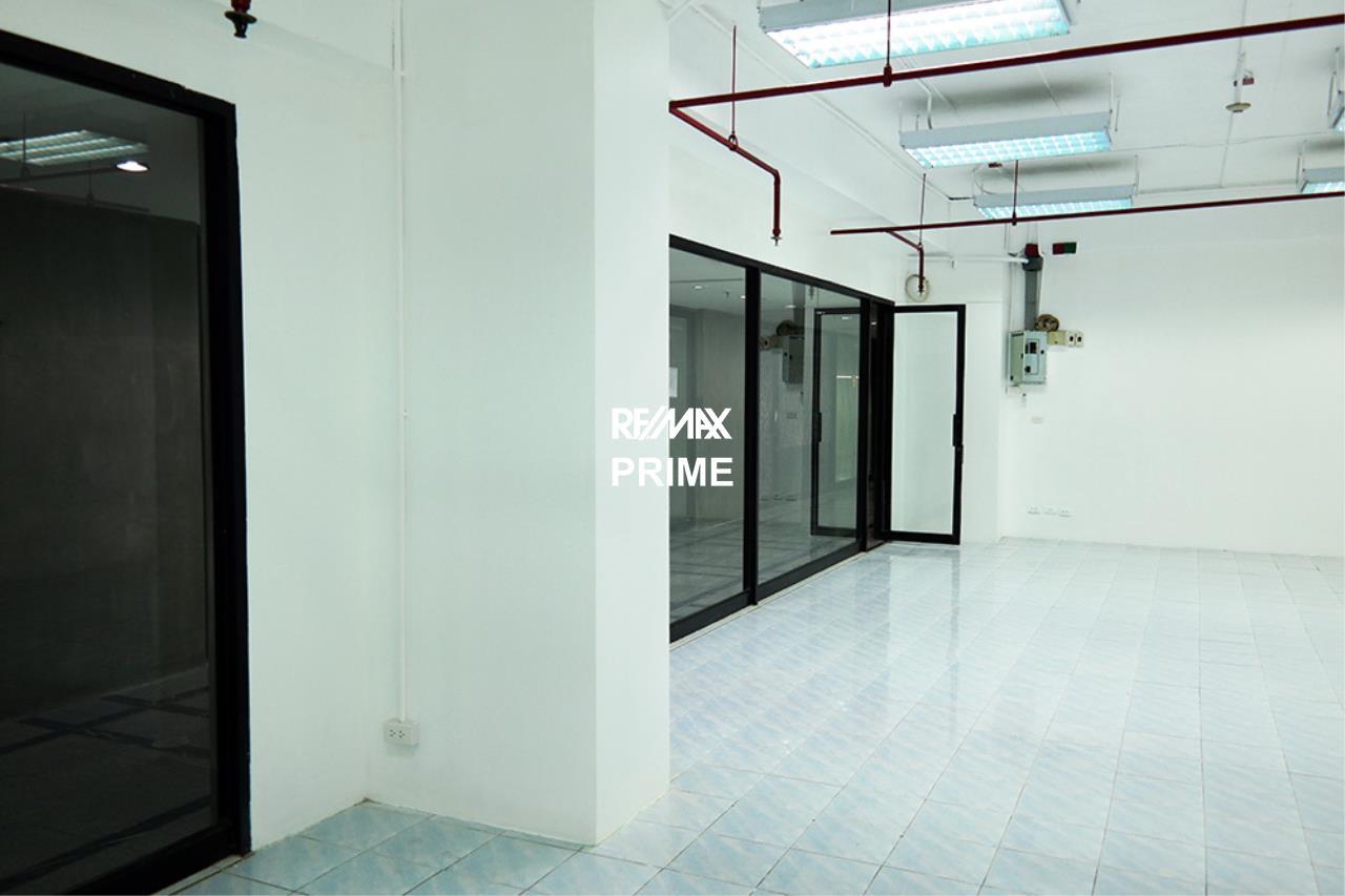 RE/MAX PRIME Agency's Retail / Office Space for Rent Sukhumvit Suite 6