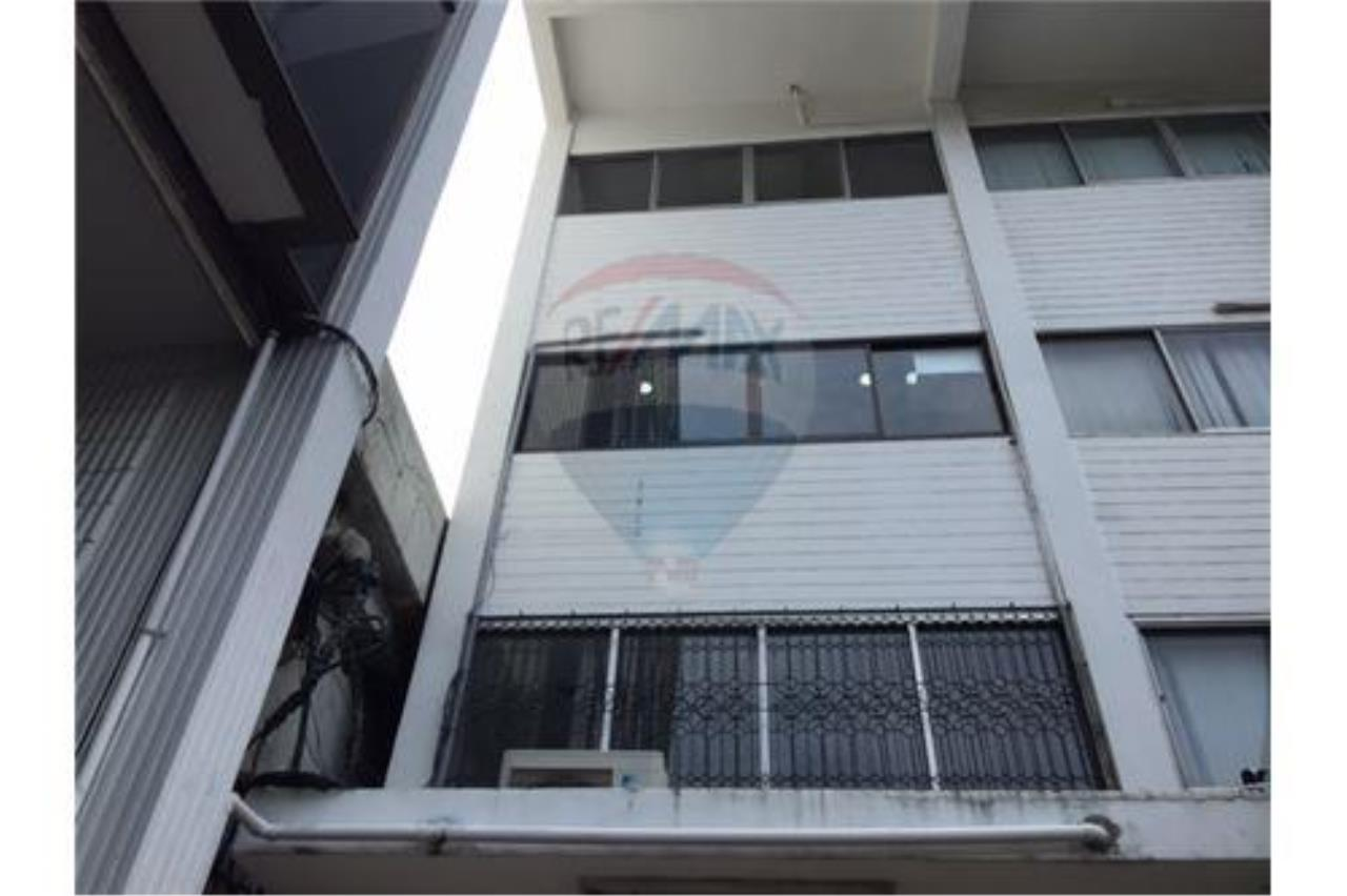 RE/MAX PRIME Agency's Shophouse for sale on Petchburi Road 2