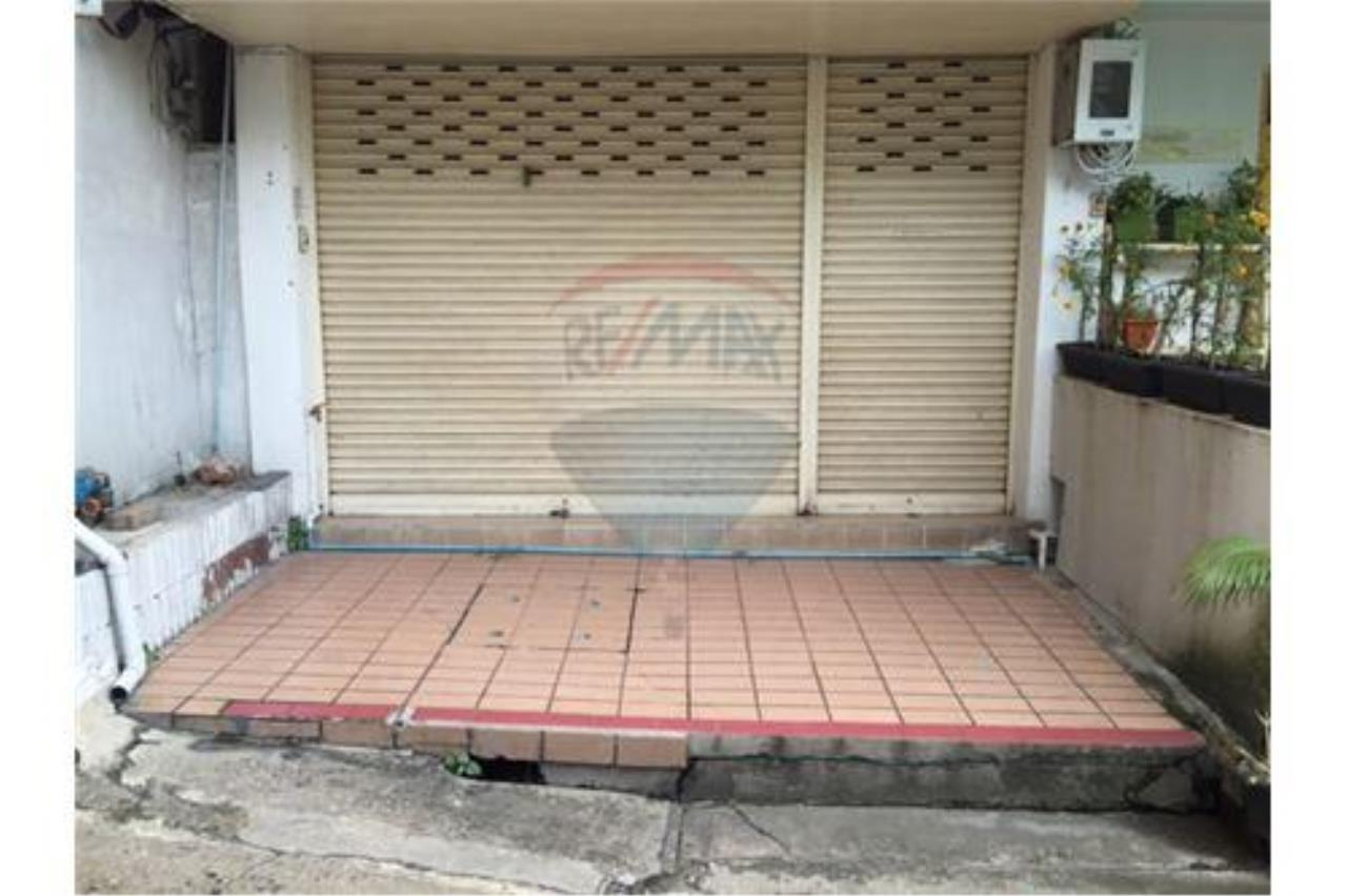 RE/MAX PRIME Agency's Shophouse for sale on Petchburi Road 1