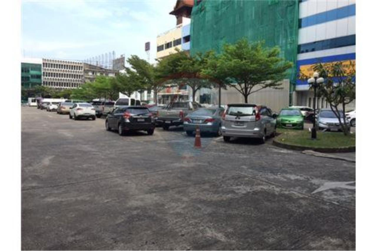 RE/MAX PRIME Agency's Shophouse for sale on Petchburi Road 3