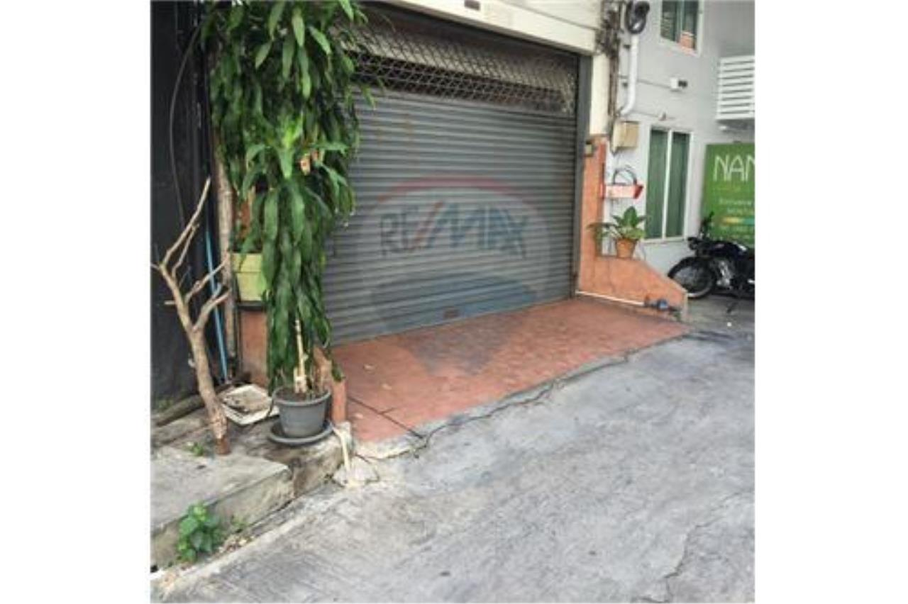 RE/MAX PRIME Agency's For Sale Thonglor Shophouse 2