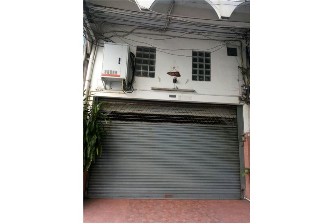 RE/MAX PRIME Agency's For Sale Thonglor Shophouse 1