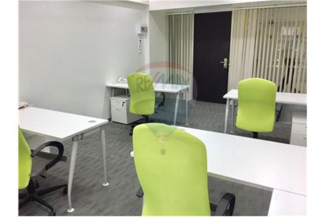 RE/MAX Professionals Agency's Service office: 30 Sqm 22k plus VAT 4