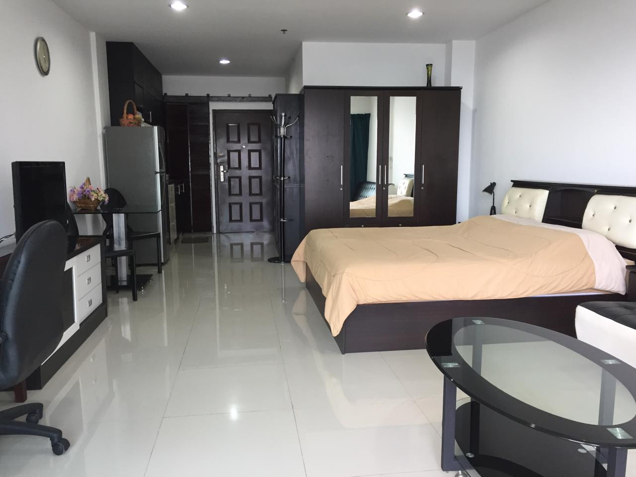 Agent - Chotika Fuchs Agency's Studio for Sale in View talay 7 - 48 Sqm floor 17th Full furnished Jomtien Side view 1