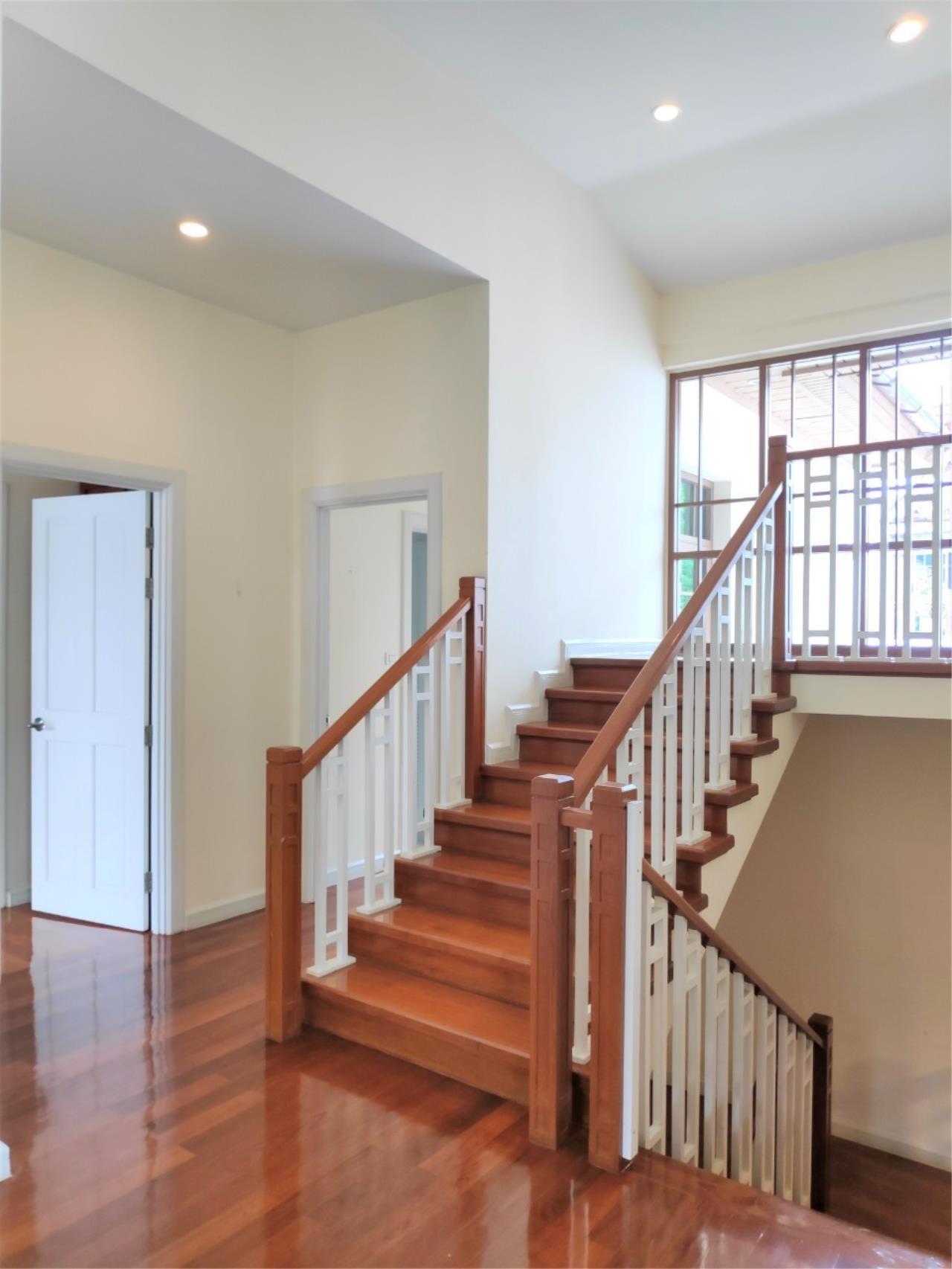 Agent - Natchga Boonkrong  Agency's For Rent House 4 Bedrooms Baan Sansiri Sukhumvit 67 4