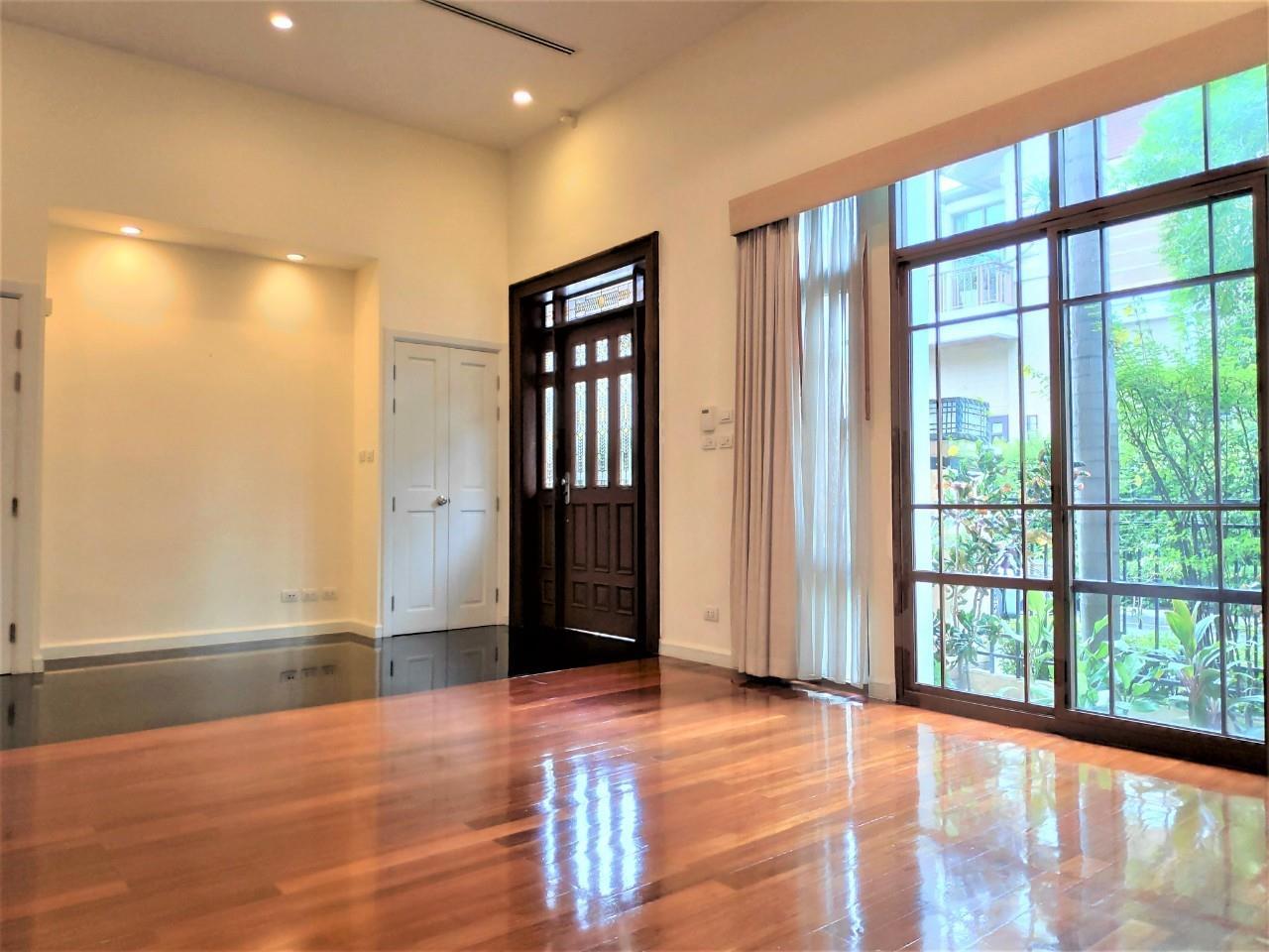 Agent - Natchga Boonkrong  Agency's For Rent House 4 Bedrooms Baan Sansiri Sukhumvit 67 5
