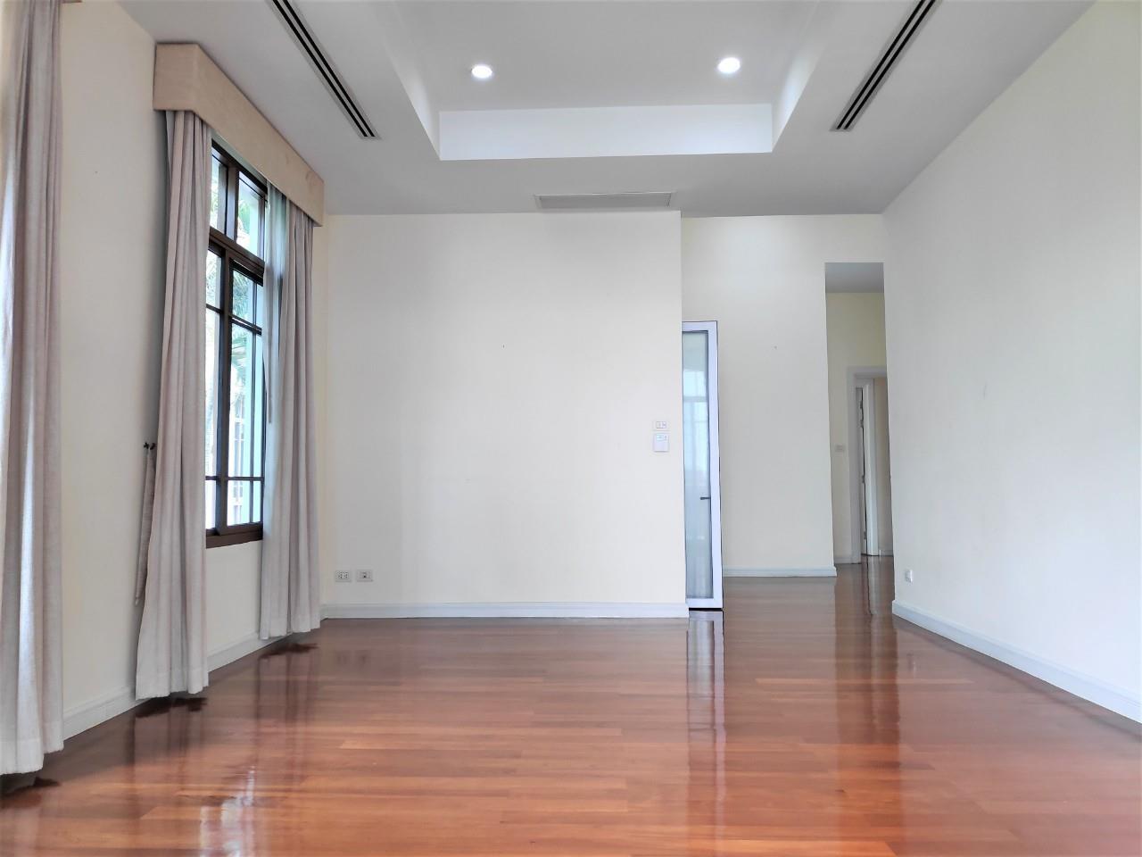 Agent - Natchga Boonkrong  Agency's For Rent House 4 Bedrooms Baan Sansiri Sukhumvit 67 12