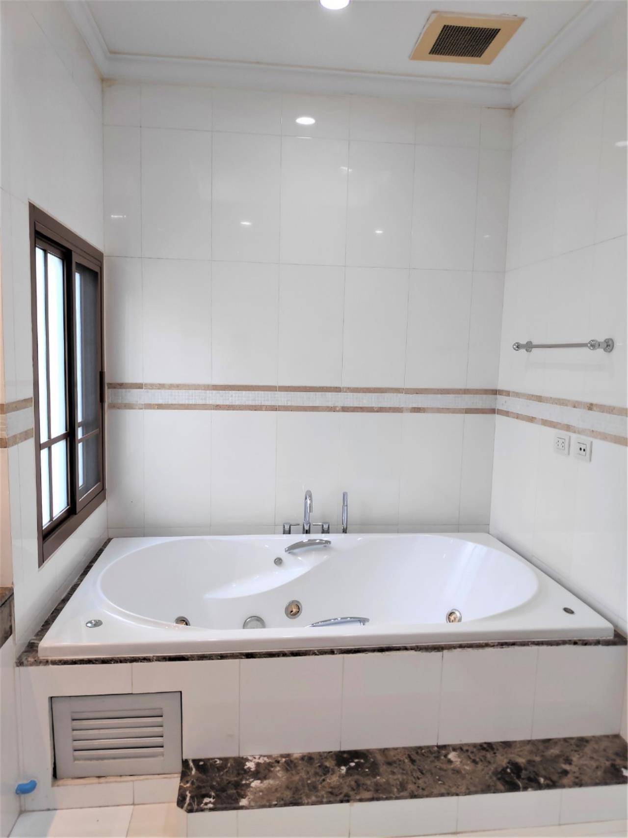 Agent - Natchga Boonkrong  Agency's For Rent House 4 Bedrooms Baan Sansiri Sukhumvit 67 18