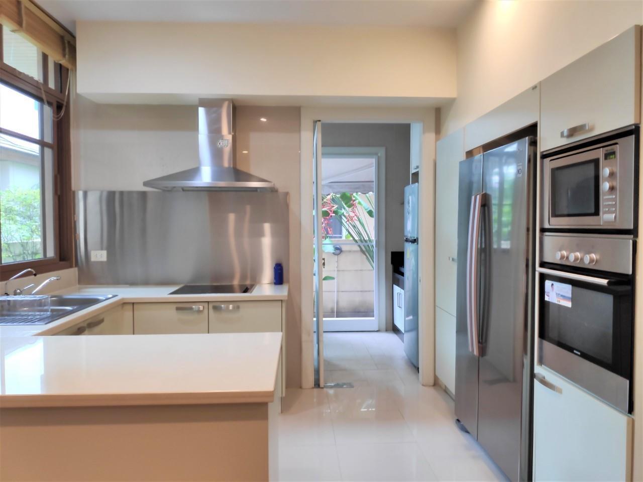 Agent - Natchga Boonkrong  Agency's For Rent House 4 Bedrooms Baan Sansiri Sukhumvit 67 19