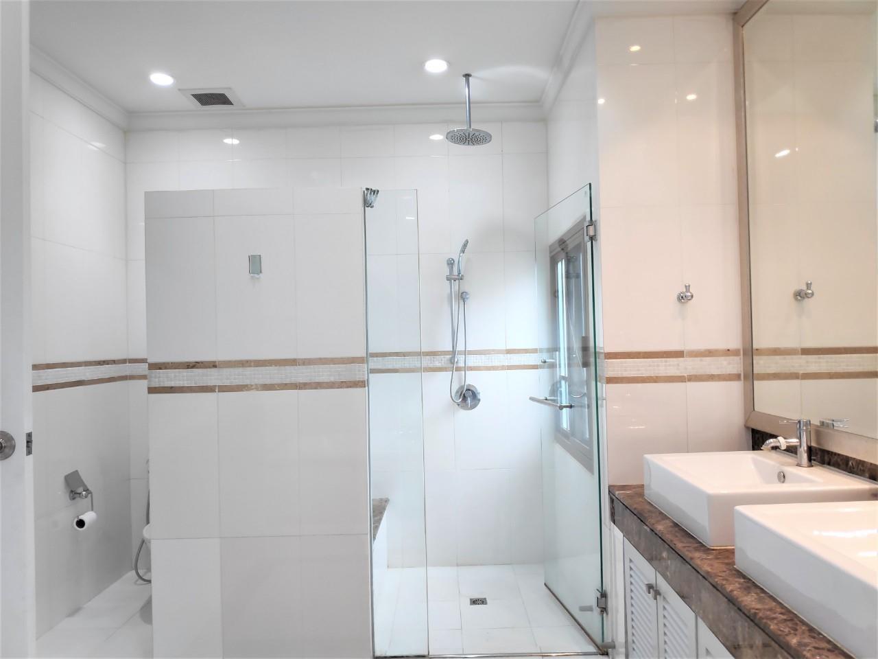 Agent - Natchga Boonkrong  Agency's For Rent House 4 Bedrooms Baan Sansiri Sukhumvit 67 22