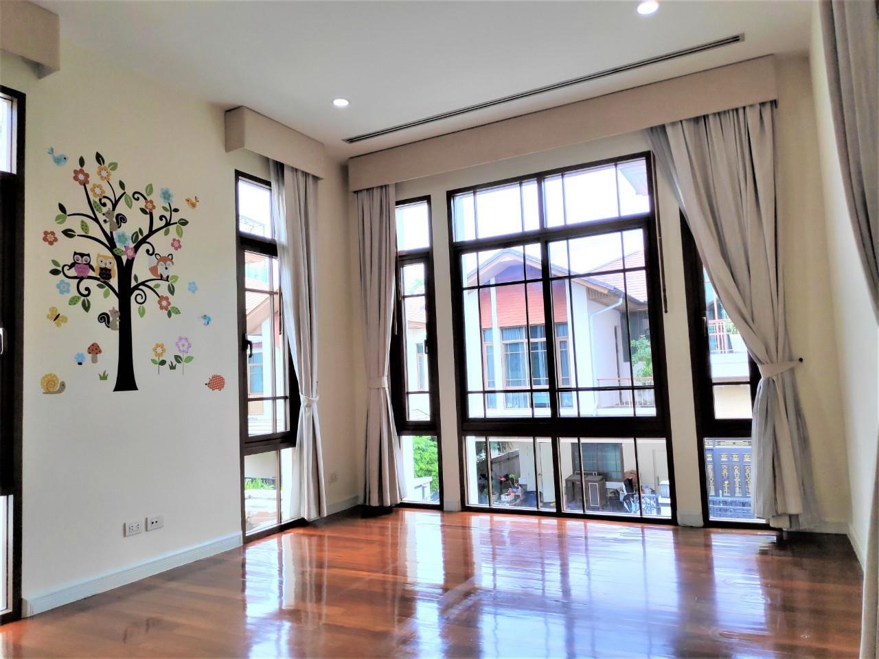 Agent - Natchga Boonkrong  Agency's For Rent House 4 Bedrooms Baan Sansiri Sukhumvit 67 24
