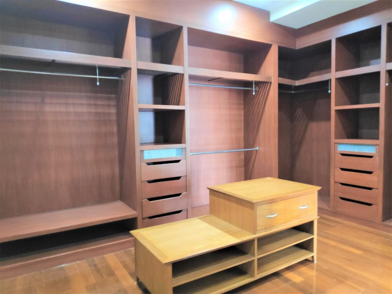 Agent - Natchga Boonkrong  Agency's For Rent House 4 Bedrooms Baan Sansiri Sukhumvit 67 25