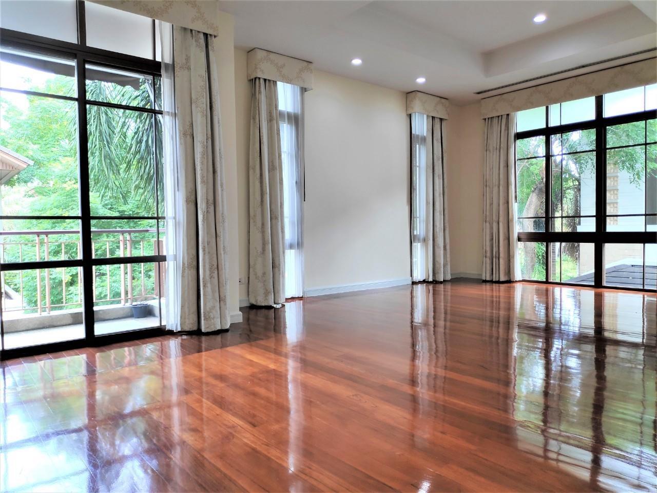 Agent - Natchga Boonkrong  Agency's For Rent House 4 Bedrooms Baan Sansiri Sukhumvit 67 26