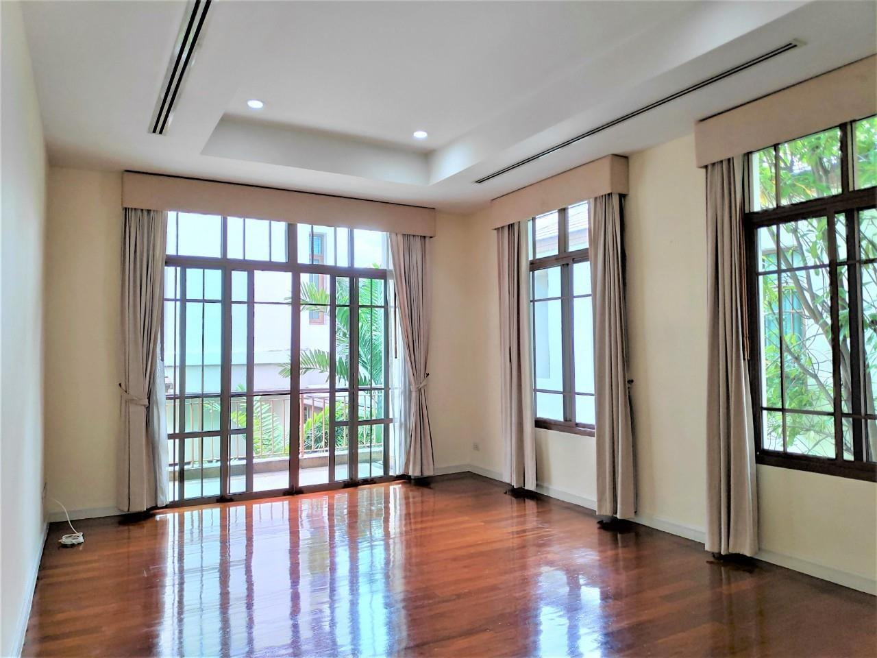 Agent - Natchga Boonkrong  Agency's For Rent House 4 Bedrooms Baan Sansiri Sukhumvit 67 28