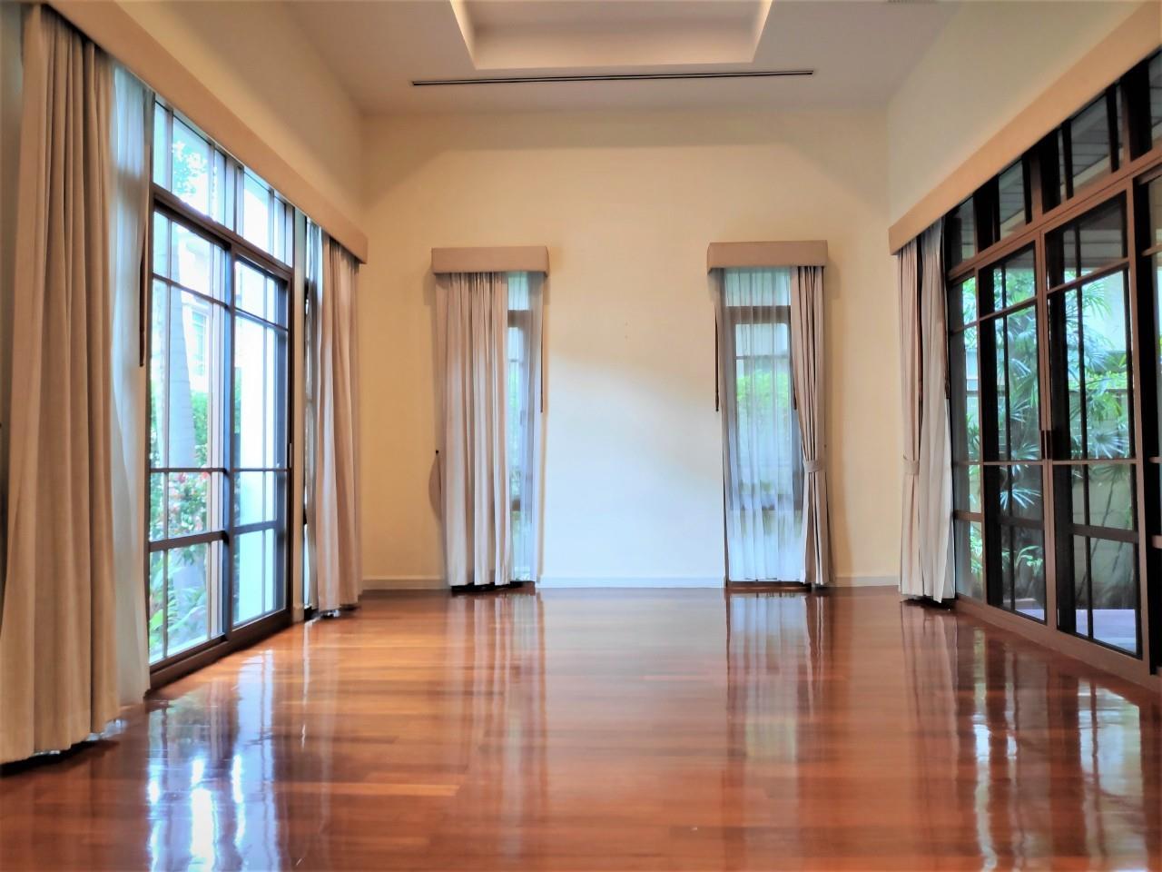 Agent - Natchga Boonkrong  Agency's For Rent House 4 Bedrooms Baan Sansiri Sukhumvit 67 31