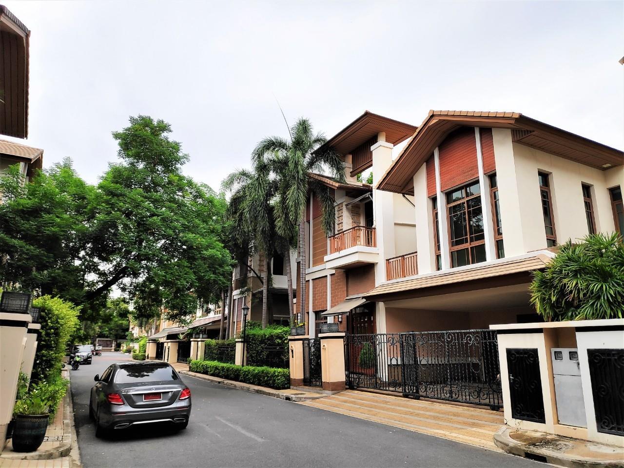 Agent - Natchga Boonkrong  Agency's For Rent House 4 Bedrooms Baan Sansiri Sukhumvit 67 2