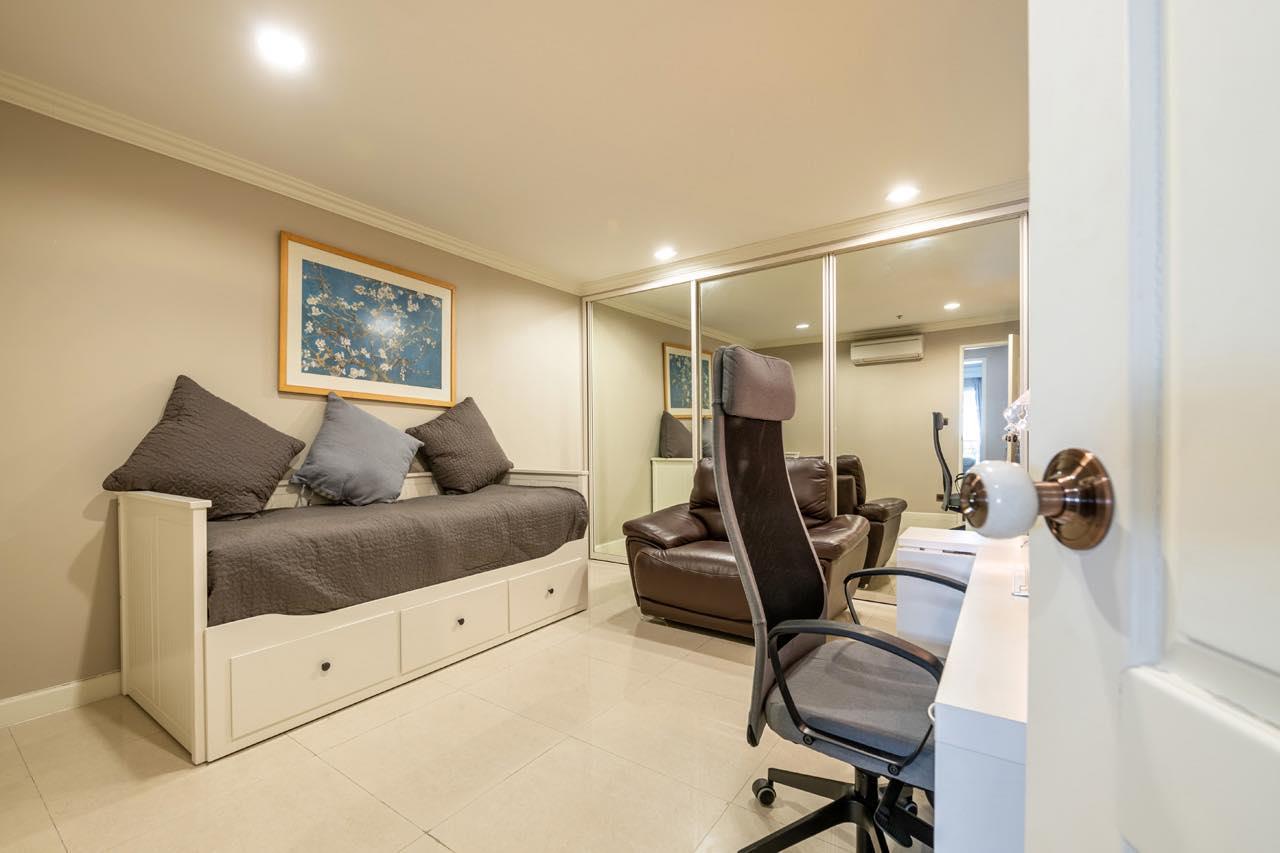 Agent - Natchga Boonkrong  Agency's For Rent La Vie En Rose 3 Bedrooms Luxury Decor Sukhumvit 36 7