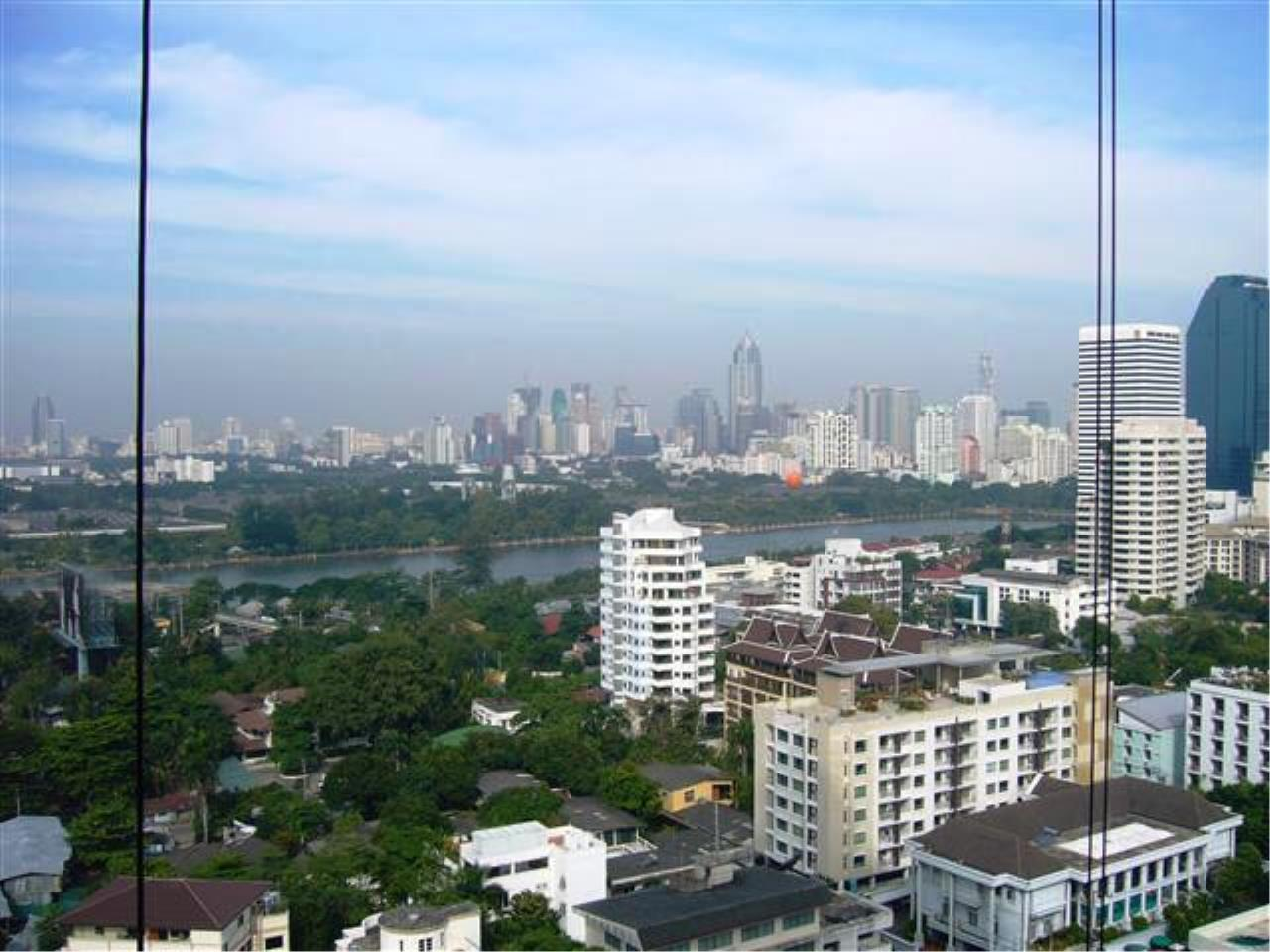 BKK Condos Agency's Nice 1 Bedroom condo for sale with tenant at Aguston Sukhumvit 22 1