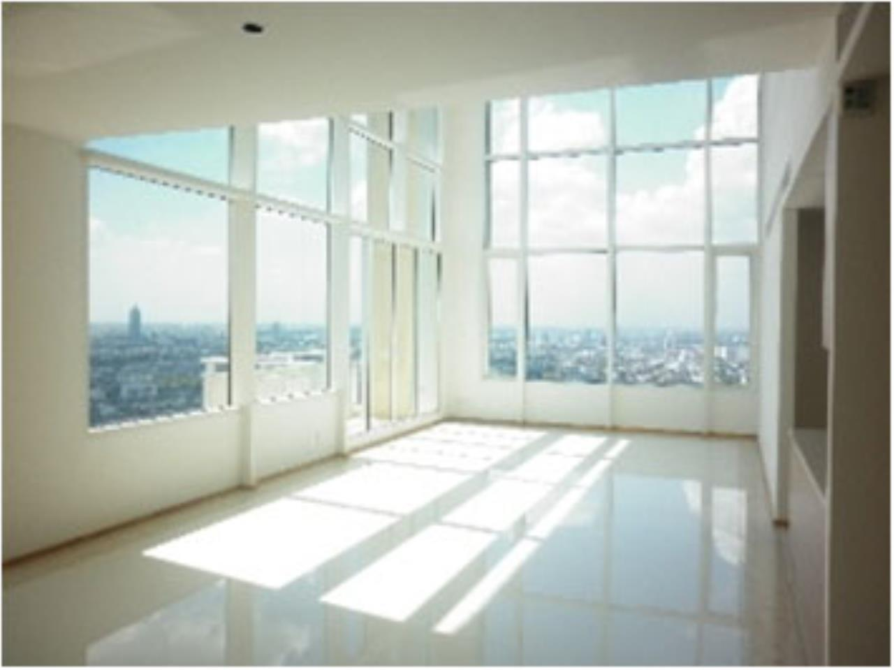 BKK Condos Agency's Penthouse with 3 bedroom for sale at The Empire Place 8