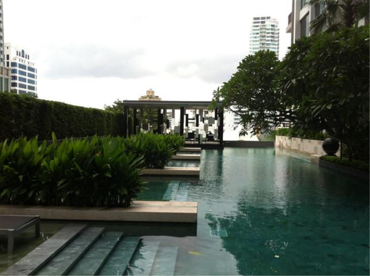 BKK Condos Agency's Beautiful 2 bedroom condo unit at luxurious project Quattro by Sansiri 9