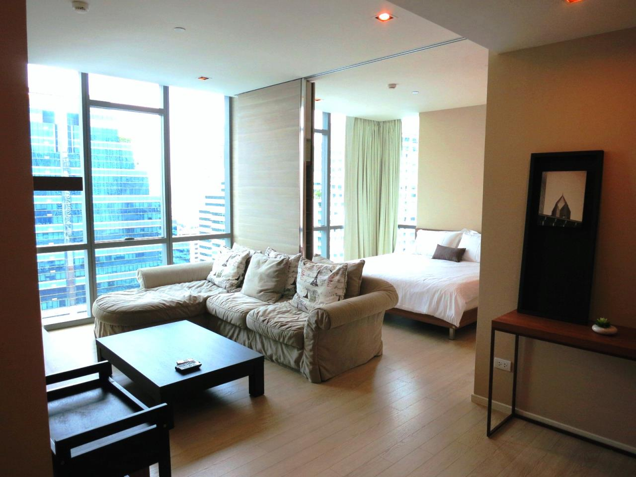 BKK Condos Agency's One  bedroom condo for sale at The Room Sukhumvit 21 8