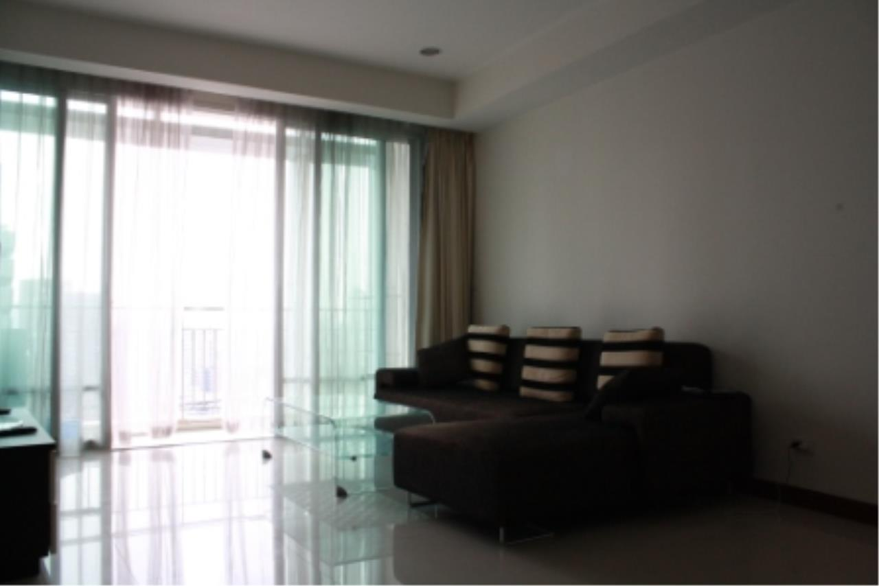 BKK Condos Agency's Large, 1 bedroom condo for rent at a good price at the beautiful Baan Rajprasong 3