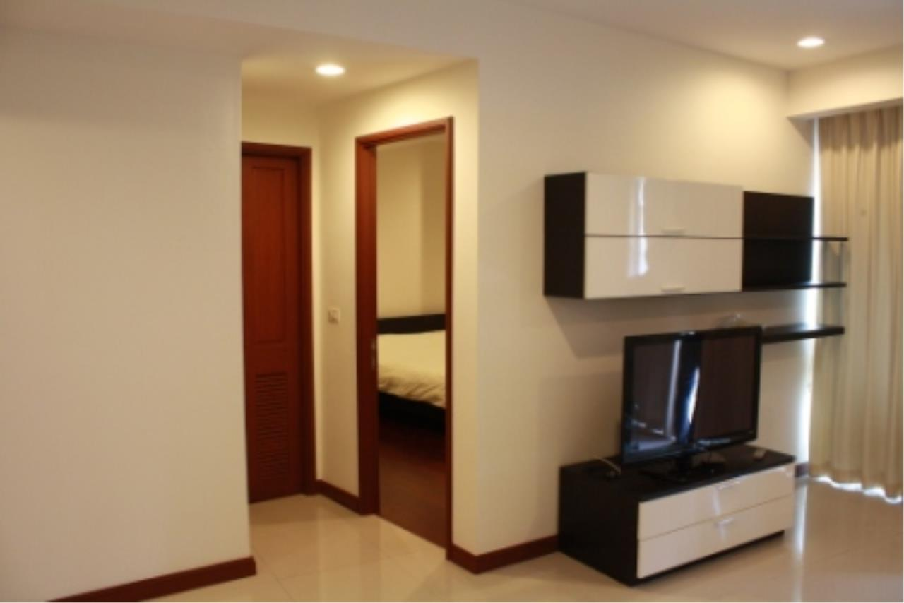 BKK Condos Agency's Large, 1 bedroom condo for rent at a good price at the beautiful Baan Rajprasong 11