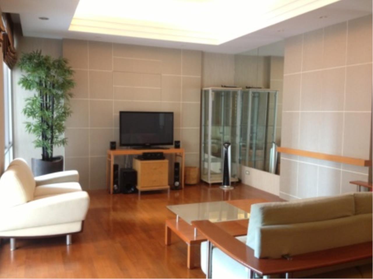 BKK Condos Agency's Nice 2 bedroom condo for rent at Grand Langsuan  3