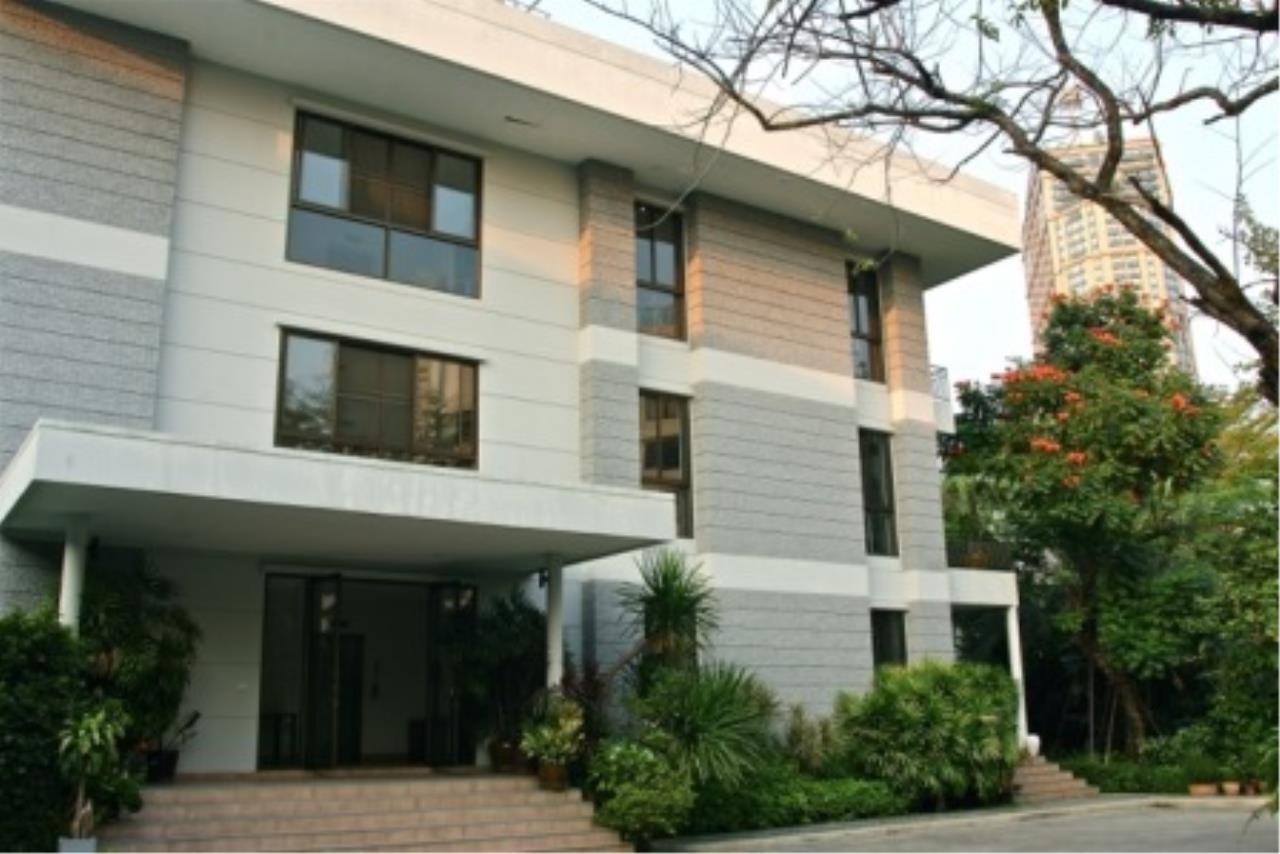 BKK Condos Agency's Cozy 3 bedroom condo for rent at Sukhumvit 24 Home  3