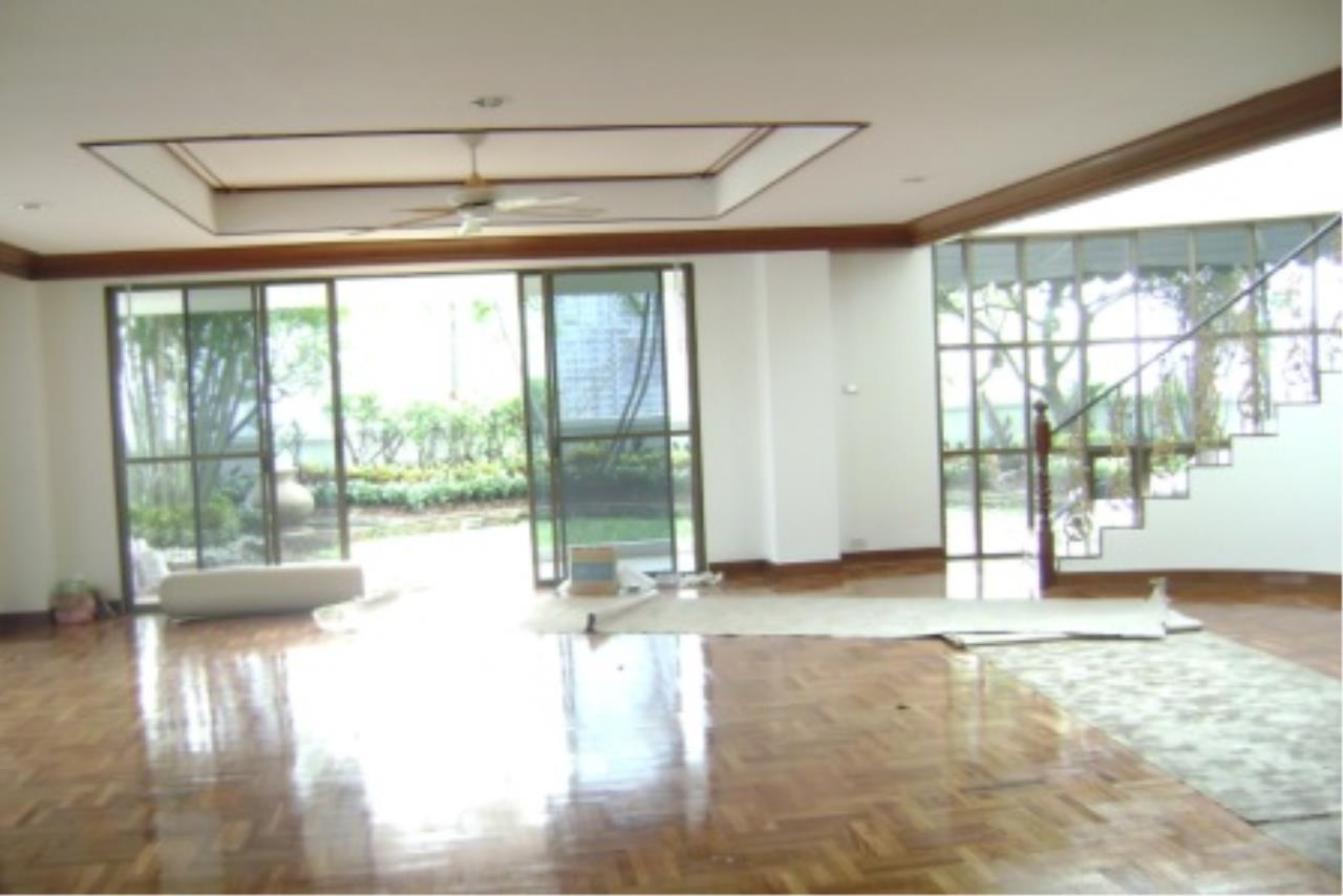 BKK Condos Agency's 700sqm, 4 bedroom penthouse for rent at G.M. Mansion 18