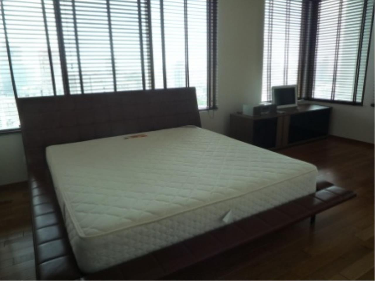 BKK Condos Agency's Modern style two bedroom condo for rent at The Emporio Place  12