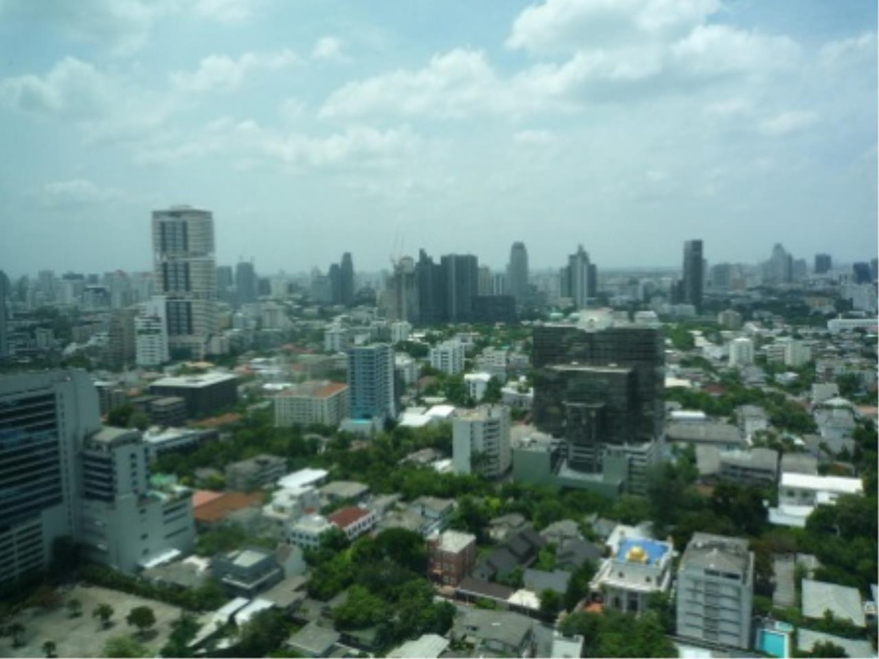 BKK Condos Agency's Modern style two bedroom condo for rent at The Emporio Place  10