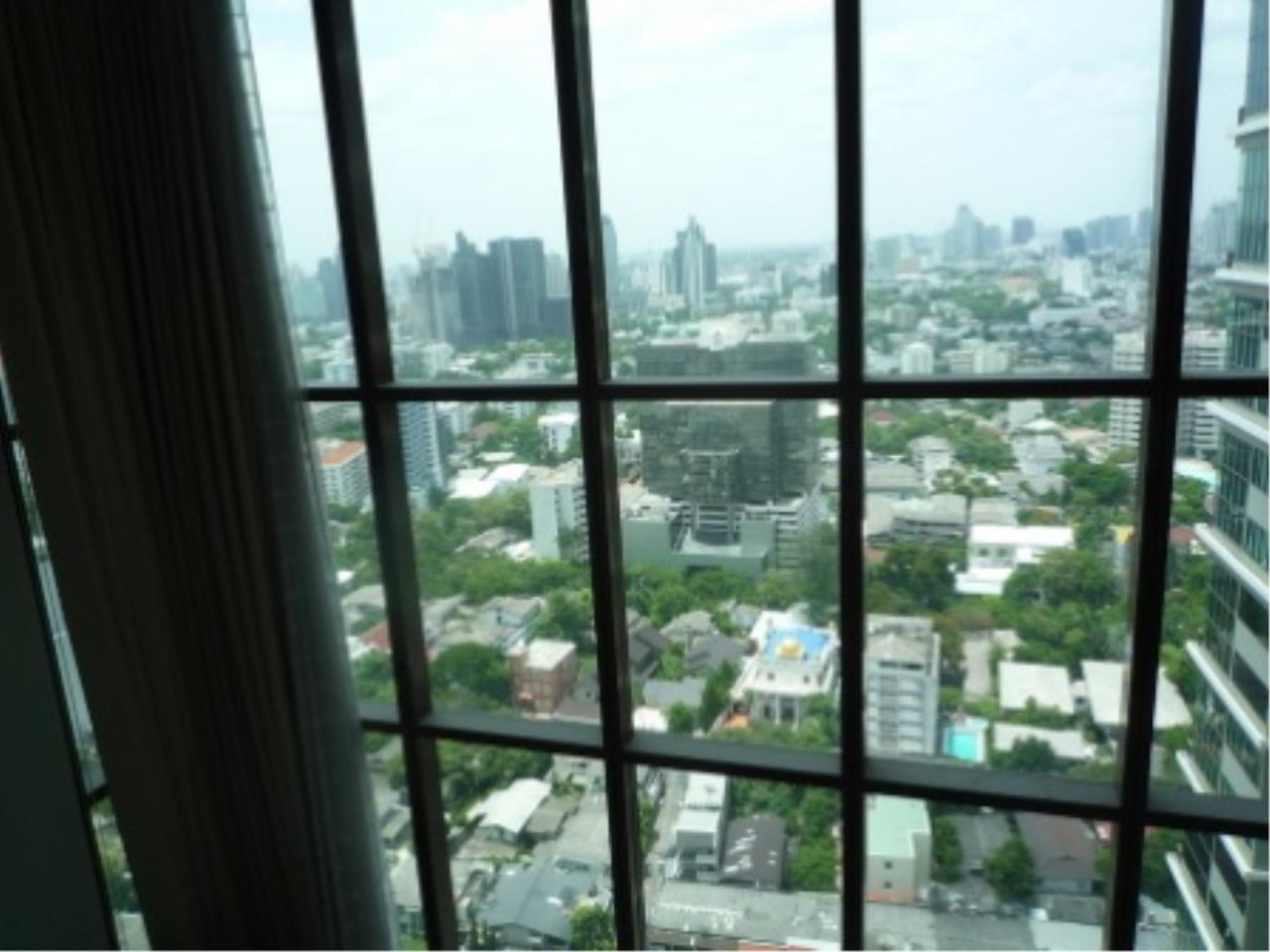 BKK Condos Agency's Modern style two bedroom condo for rent at The Emporio Place  9
