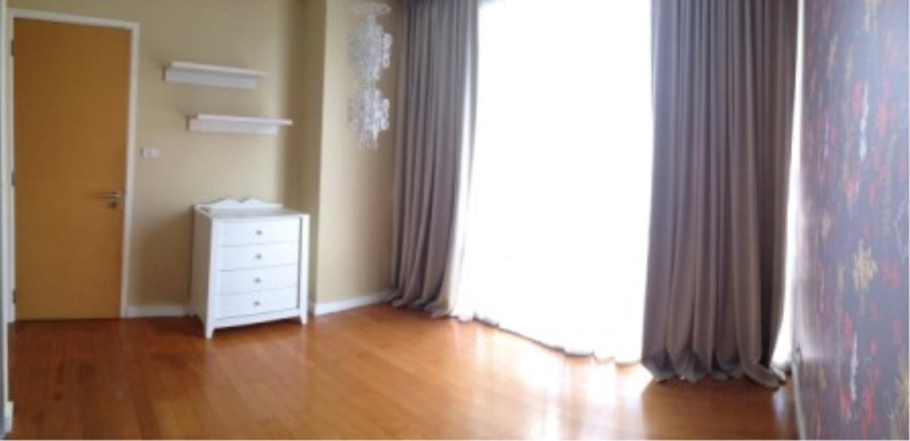 BKK Condos Agency's Three bedroom condo for rent at Fullerton Sukhumvit  10